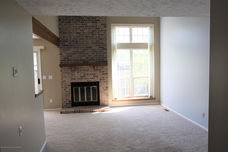 1760 Whitegate Ln 18 - Living Room - 3