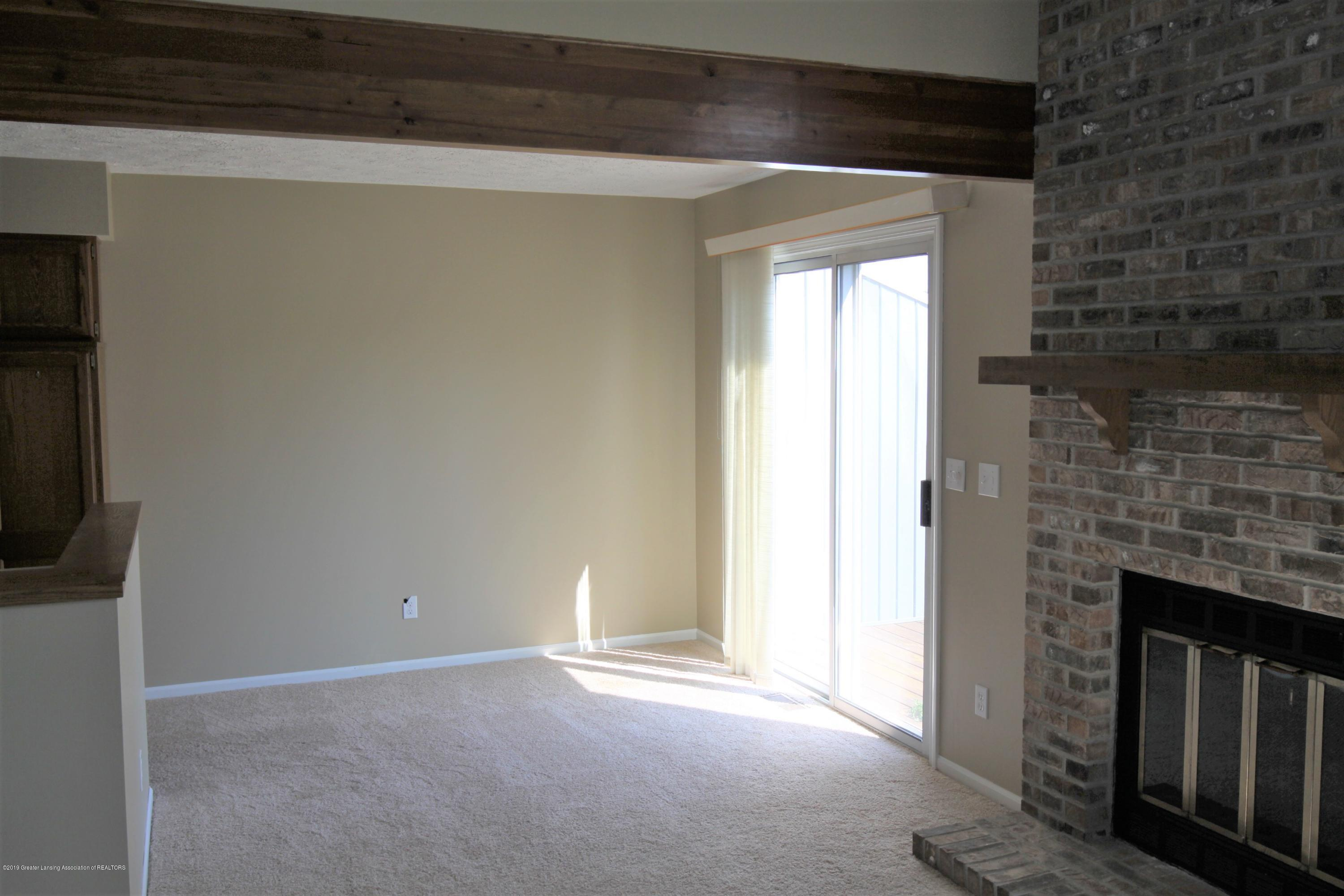 1760 Whitegate Ln 18 - Dining Area - 4
