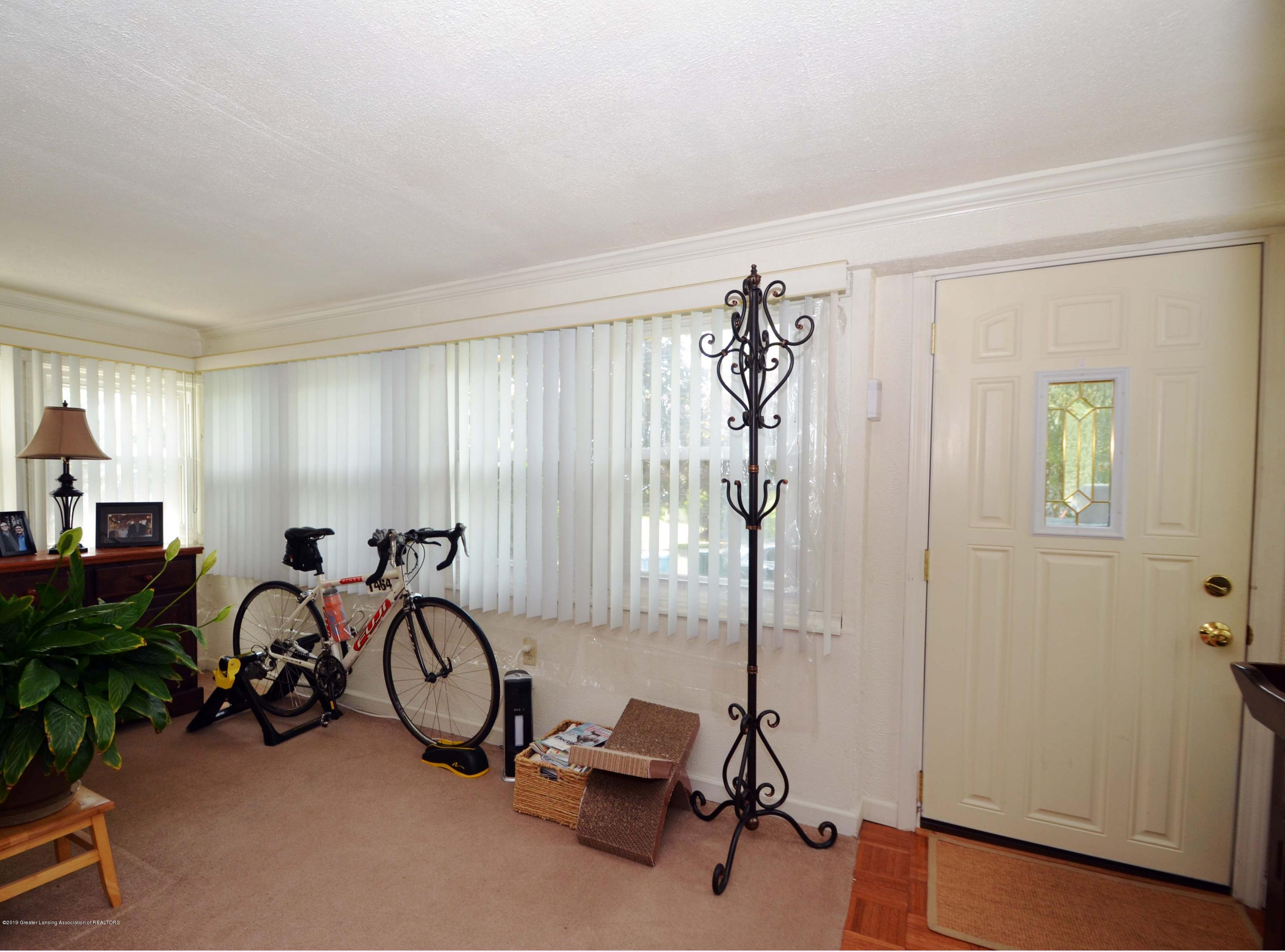 208 N Clemens Ave - Front Room - 2