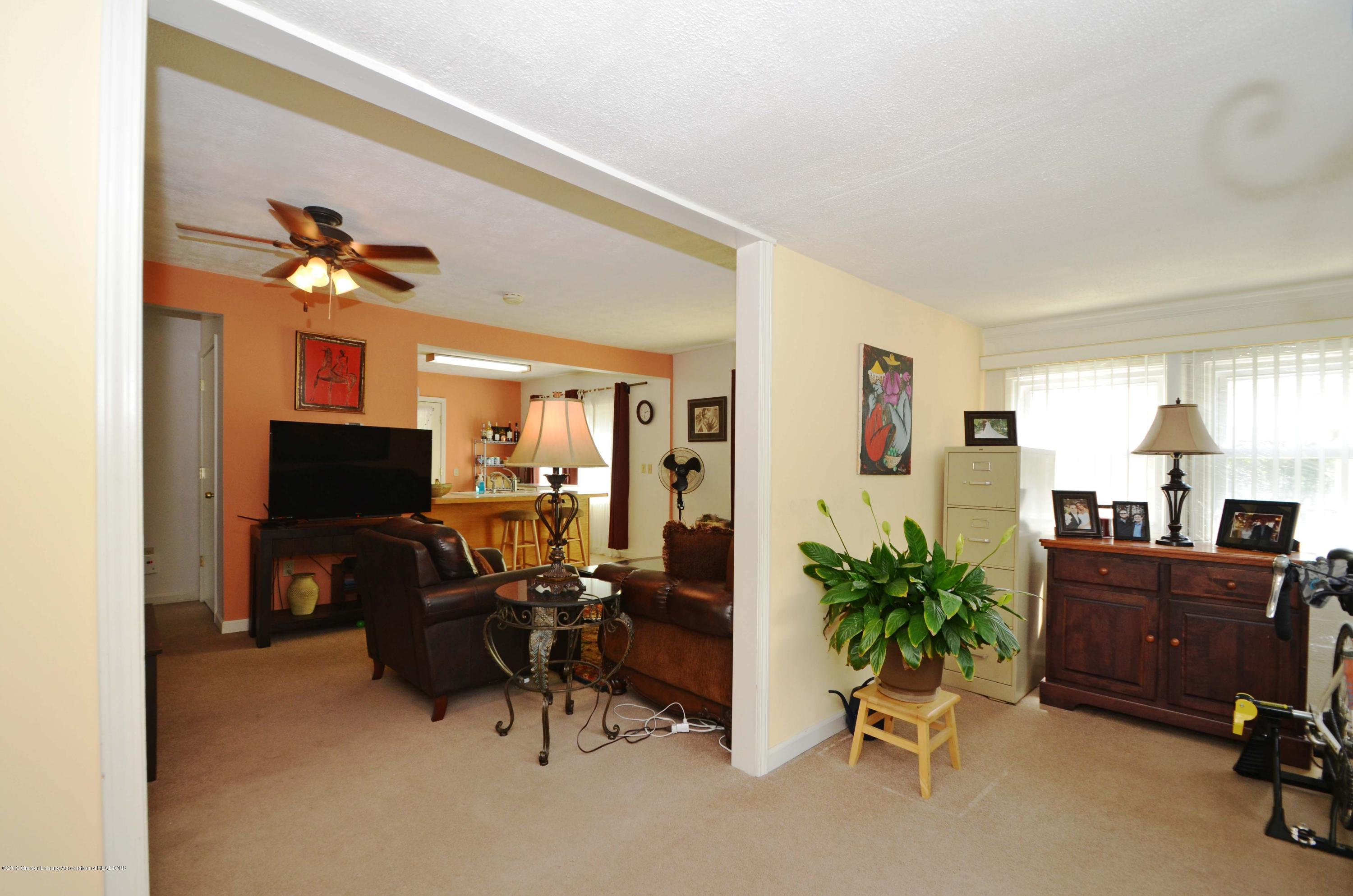 208 N Clemens Ave - Open Living - 3