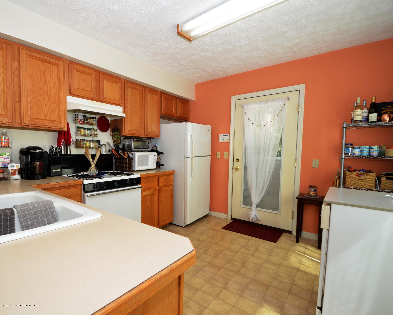 208 N Clemens Ave - Kitchen - 9