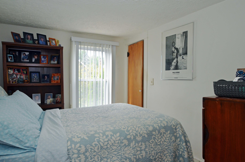 208 N Clemens Ave - Bedroom 1 of 3 - 11