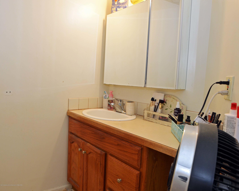 208 N Clemens Ave - Upper Level Full Bath - 12