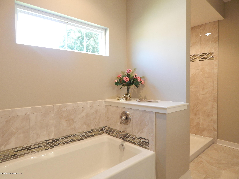 8127 Doe Pass - Master Bath - 32