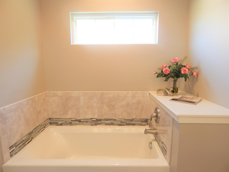 8127 Doe Pass - Master Bath - 34