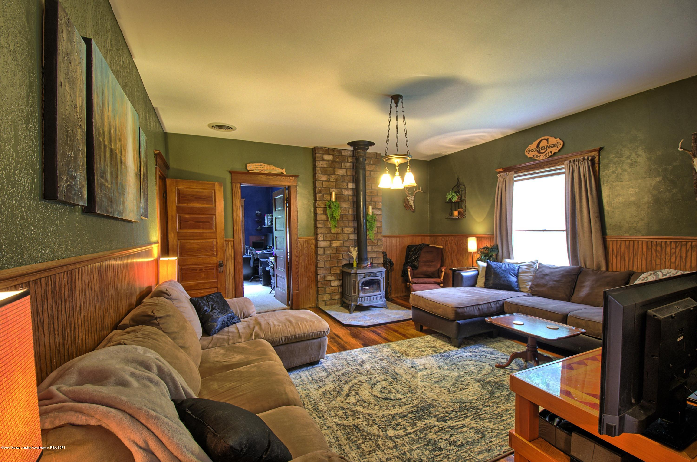 6347 Oneida Rd - Living Room - 9