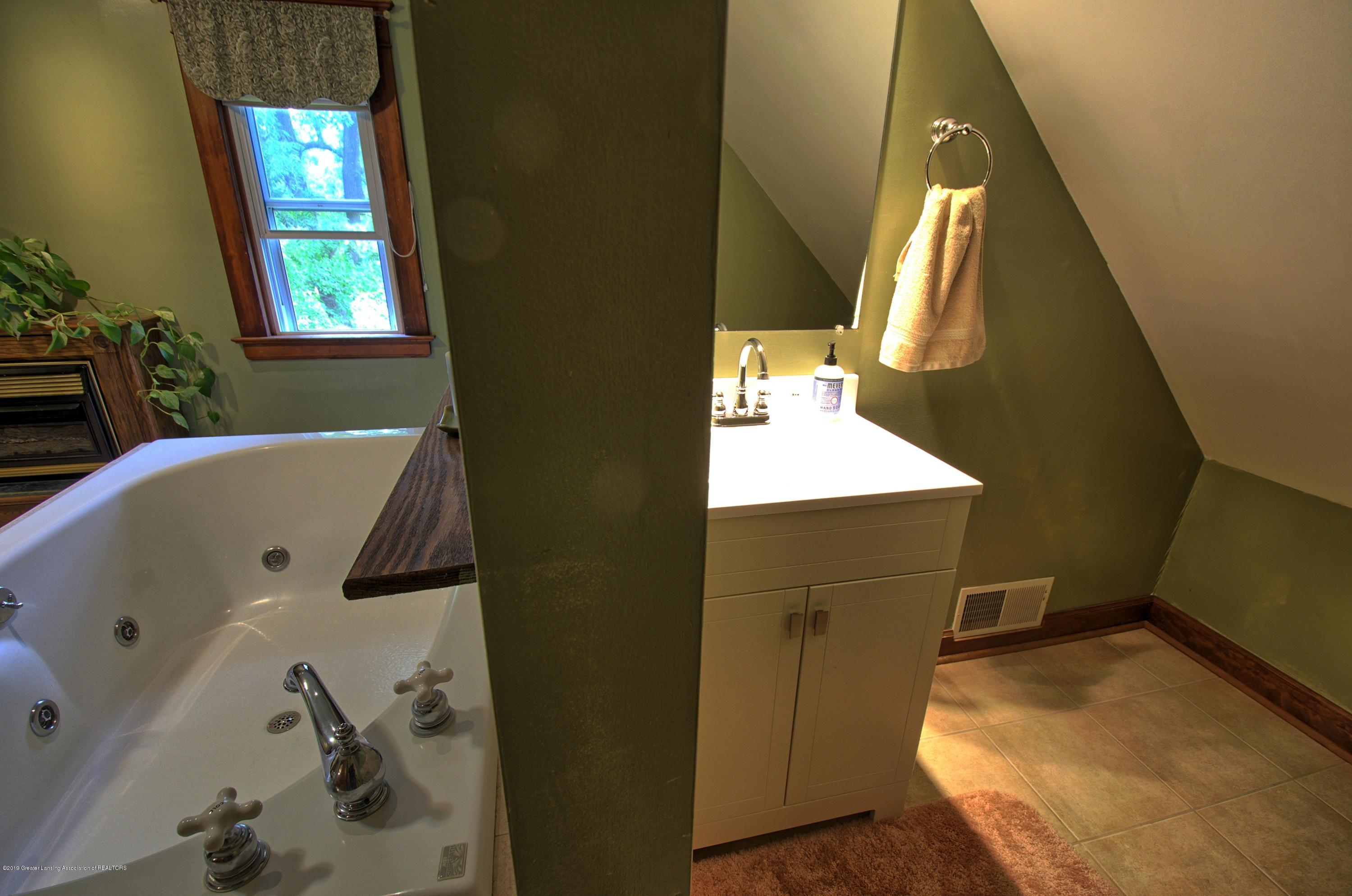 6347 Oneida Rd - Master Bathroom - 24