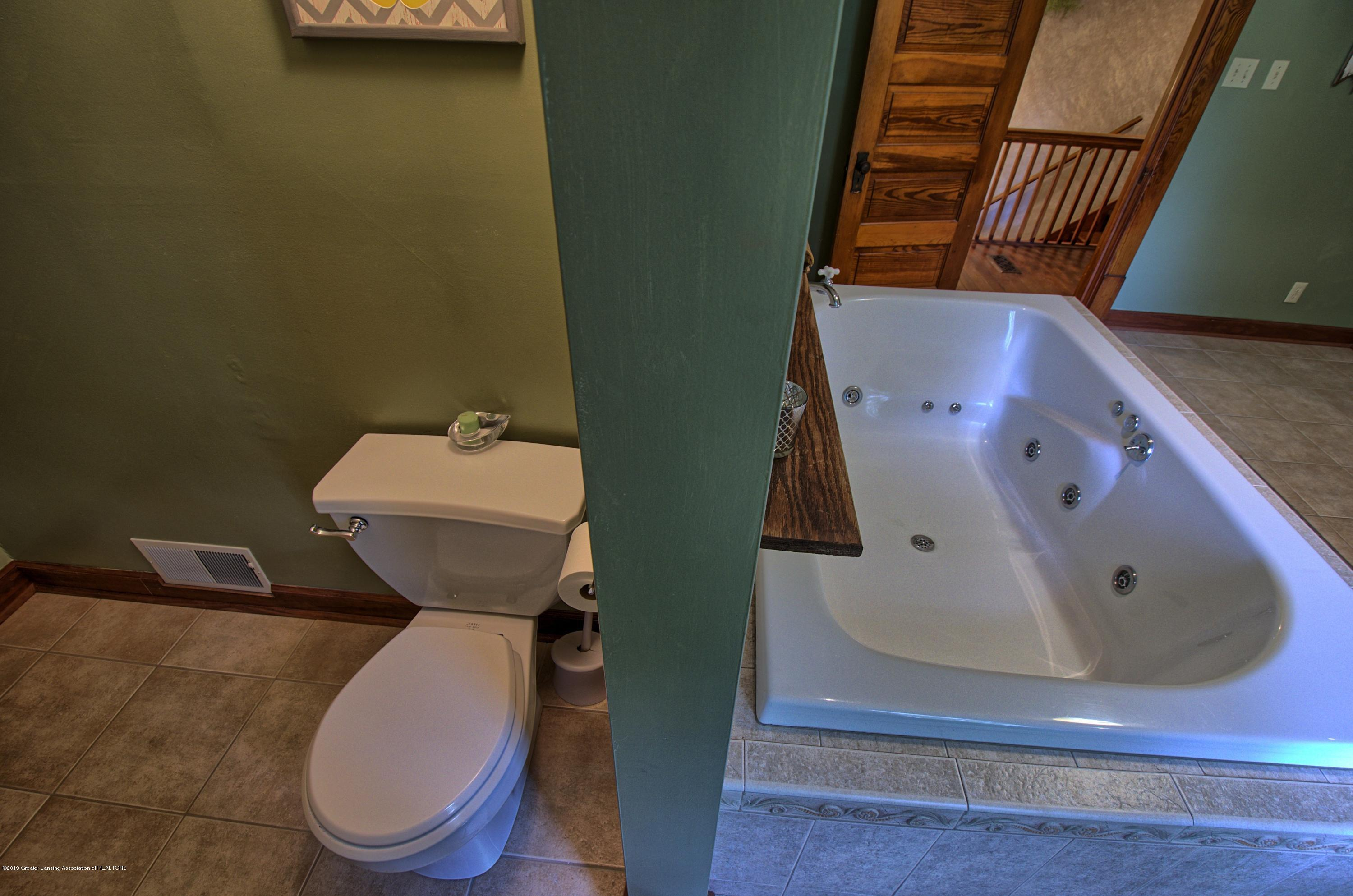 6347 Oneida Rd - Master Bathroom - 25