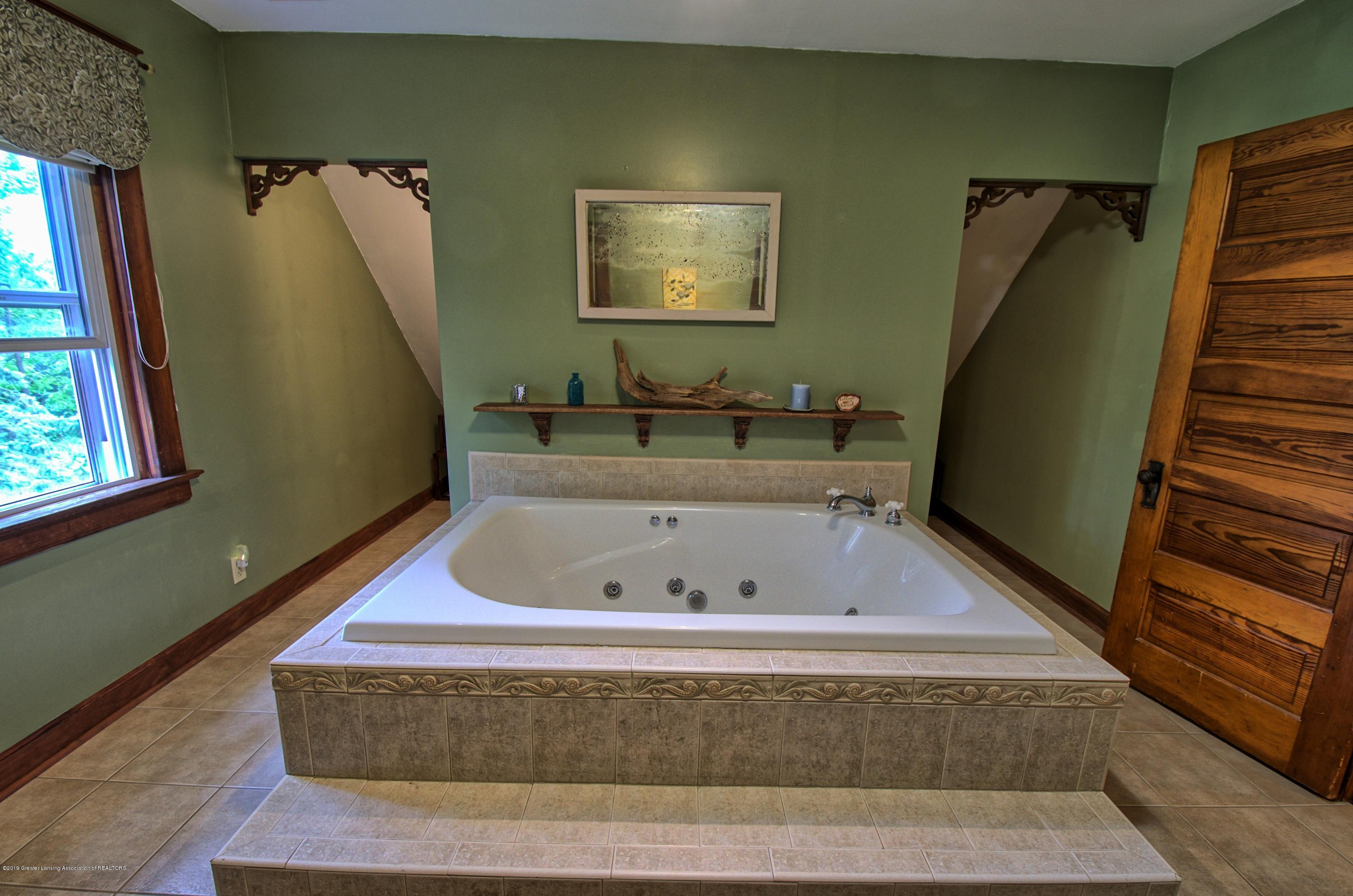 6347 Oneida Rd - Master Bathroom - 26