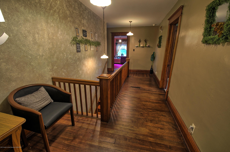 6347 Oneida Rd - Hallway - 20
