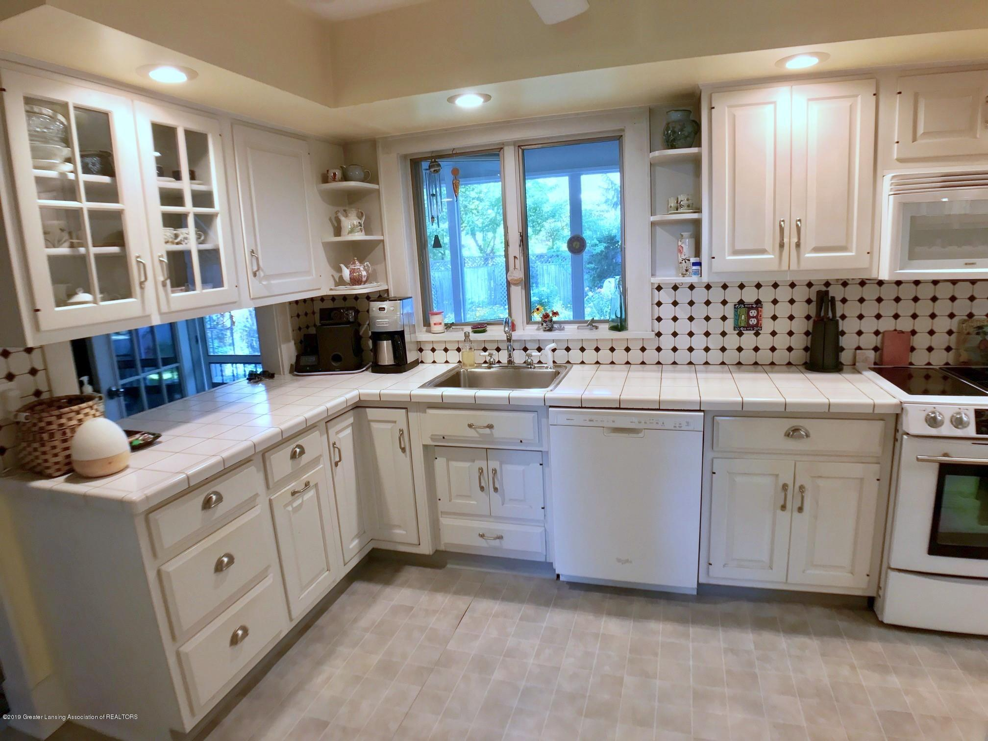404 Clifton Blvd - Kitchen - 12