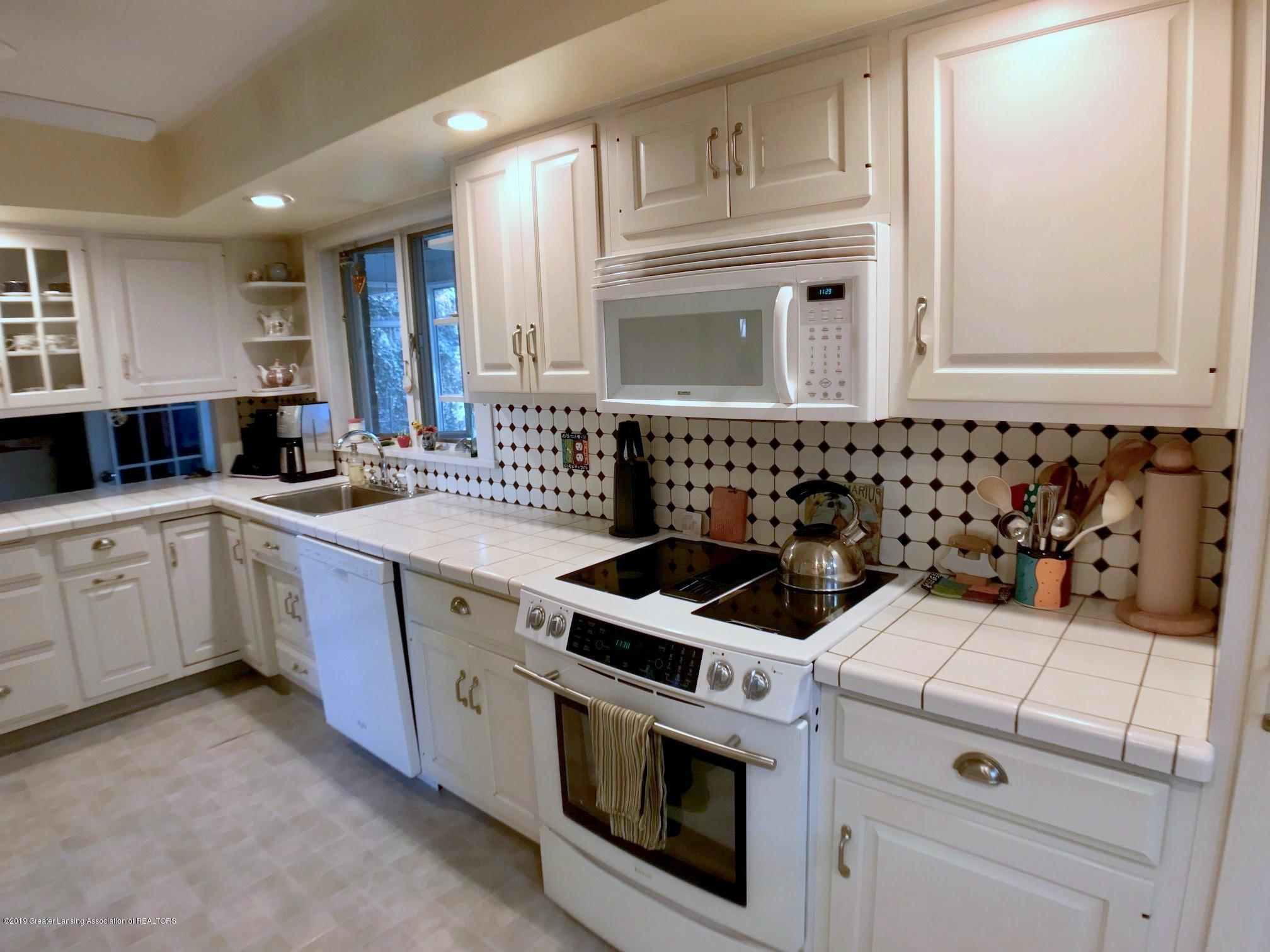 404 Clifton Blvd - Kitchen - 13