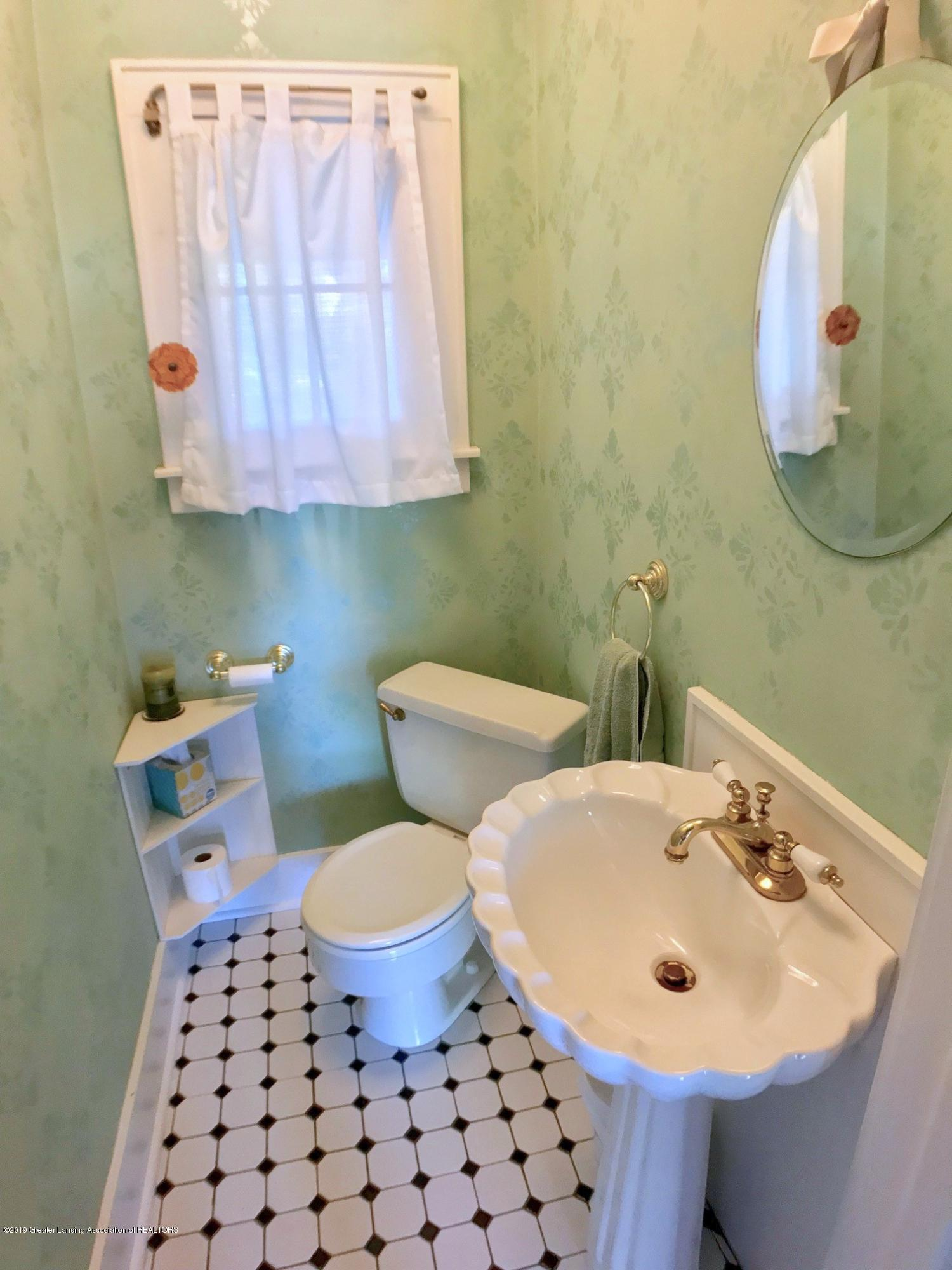 404 Clifton Blvd - Half Bath - 18