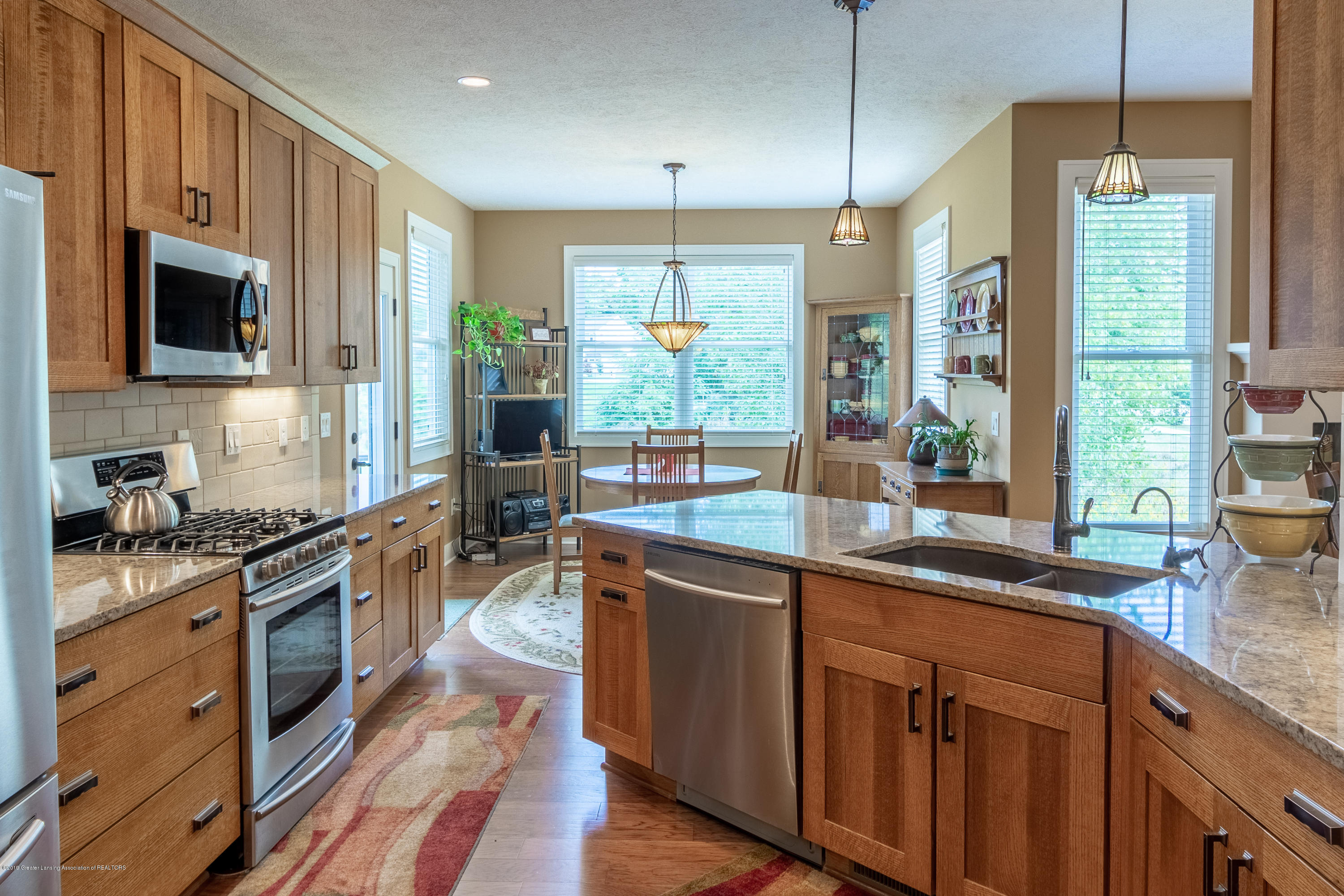 4134 E Benca Way - Kitchen and Dining Area - 35