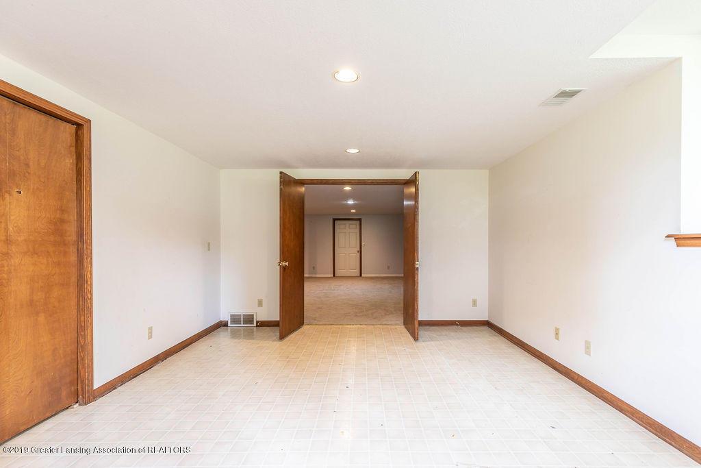 3716 Fairhills Dr - Basement Bedroom - 37