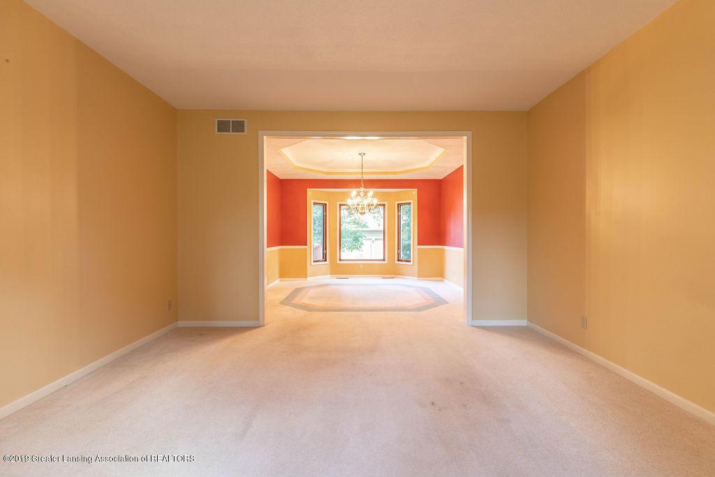 3716 Fairhills Dr - Living Room - 19