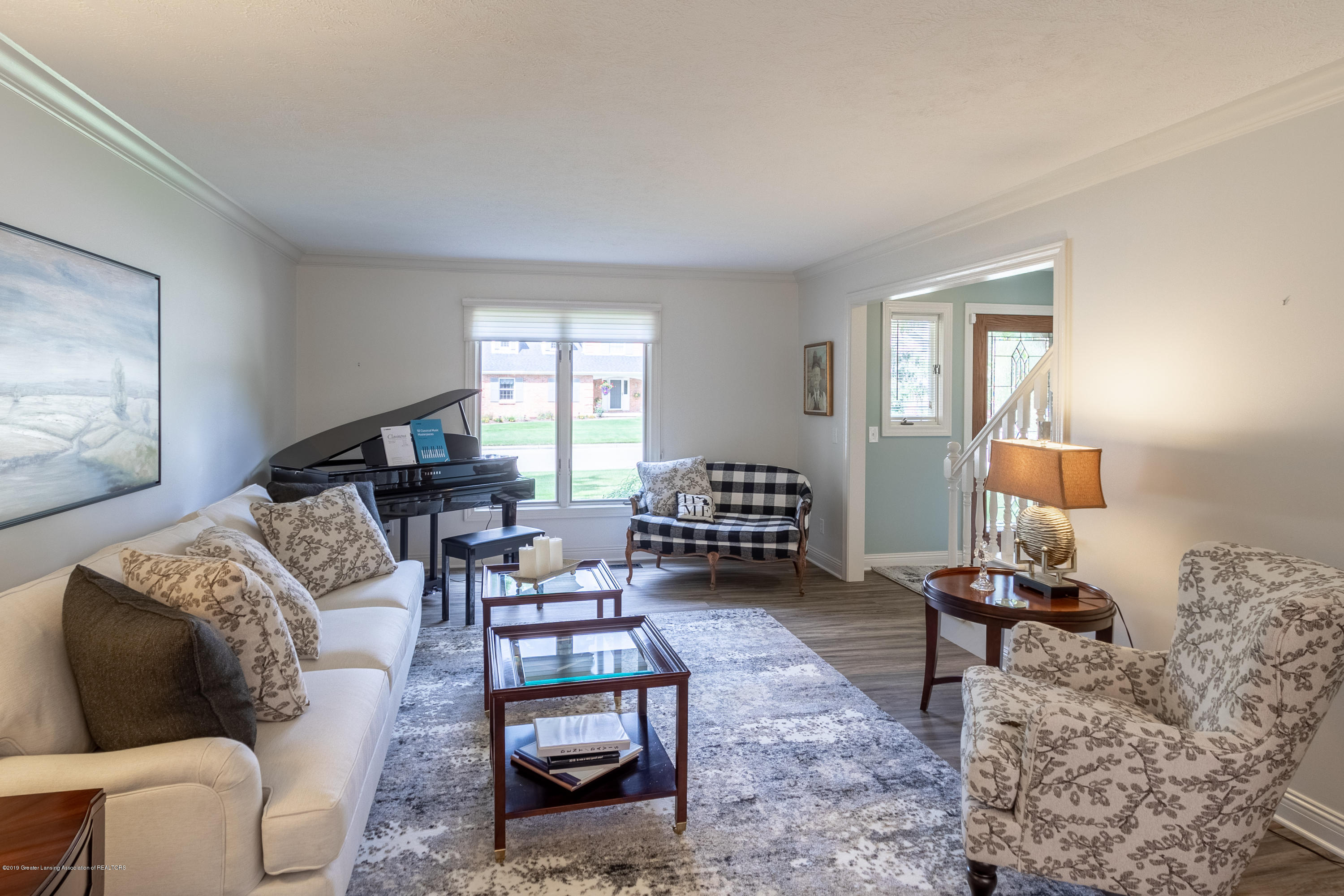 2133 Woodfield Rd - Family Room - 9