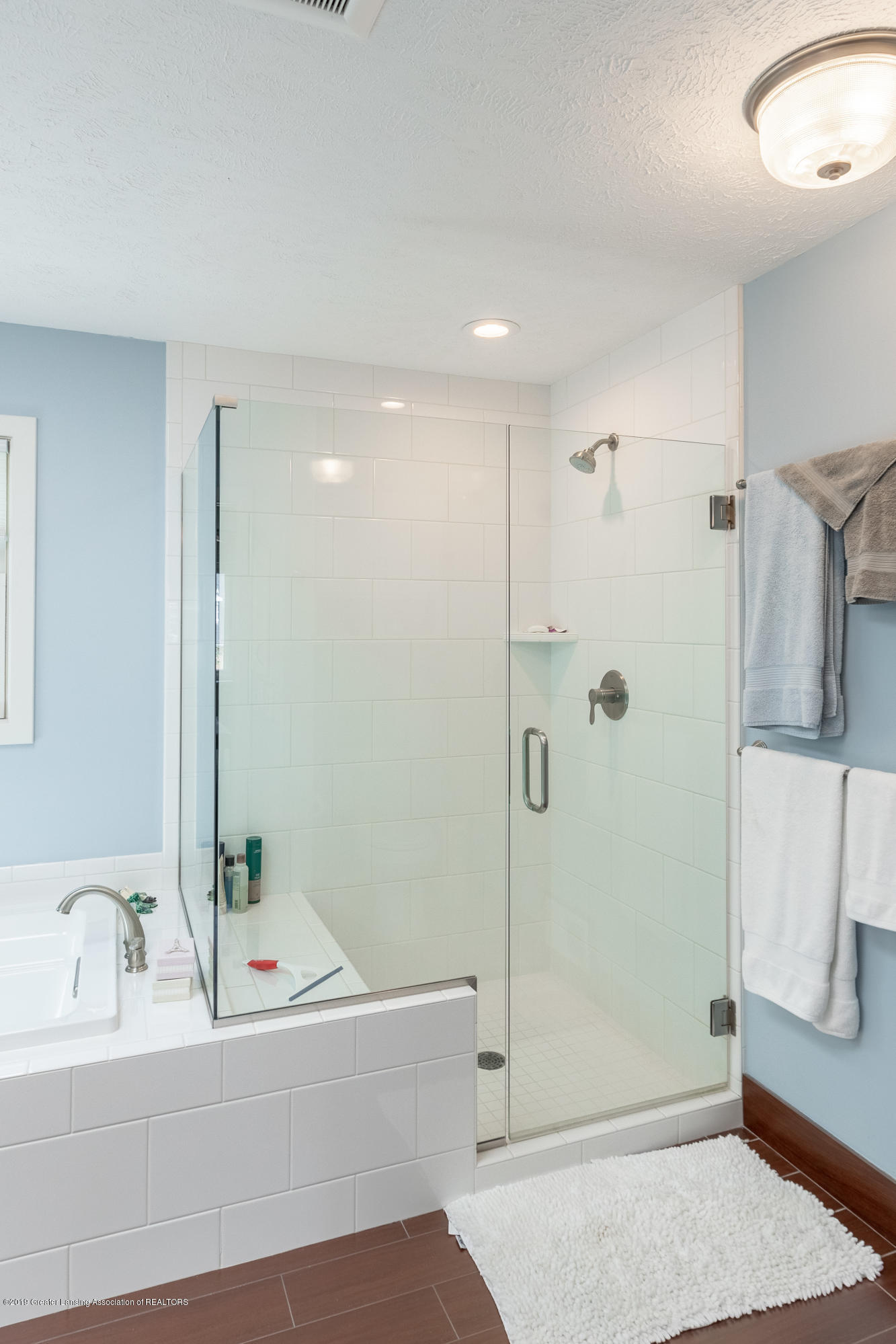 2133 Woodfield Rd - Master Bathroom - 33