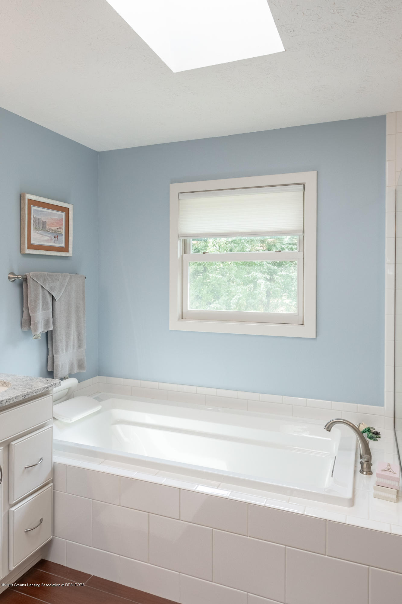 2133 Woodfield Rd - Master Bathroom - 34