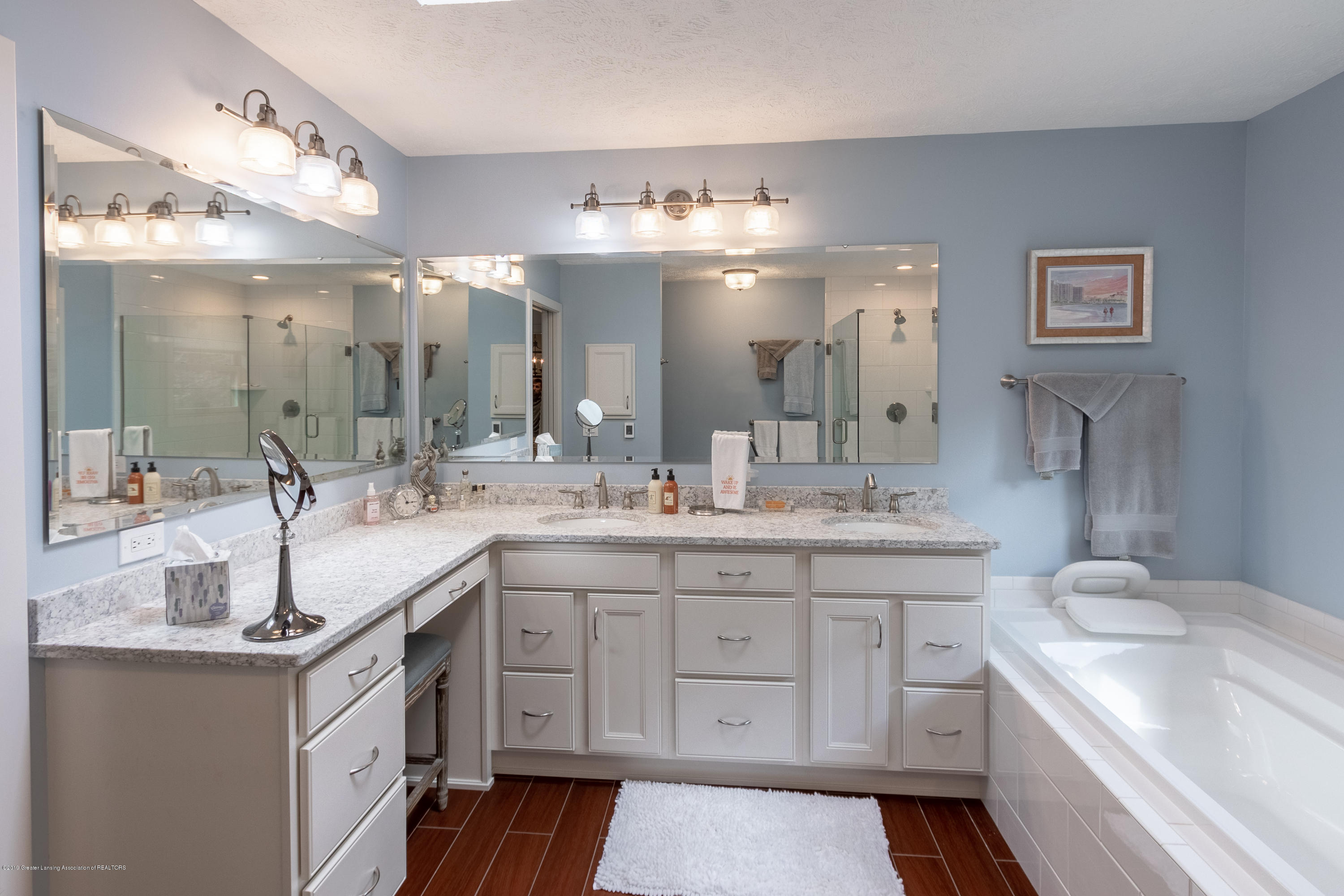 2133 Woodfield Rd - Master Bathroom - 35