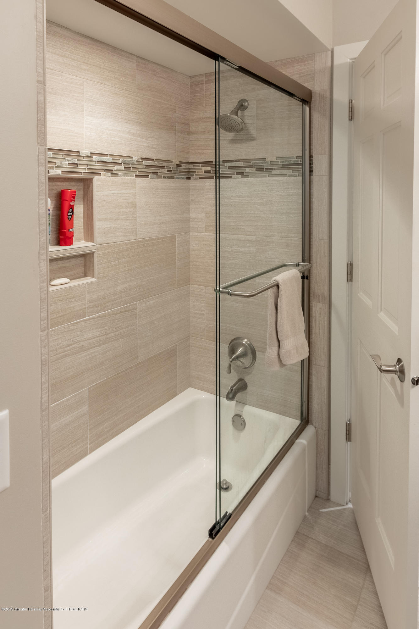 2133 Woodfield Rd - Full Bathroom - 41