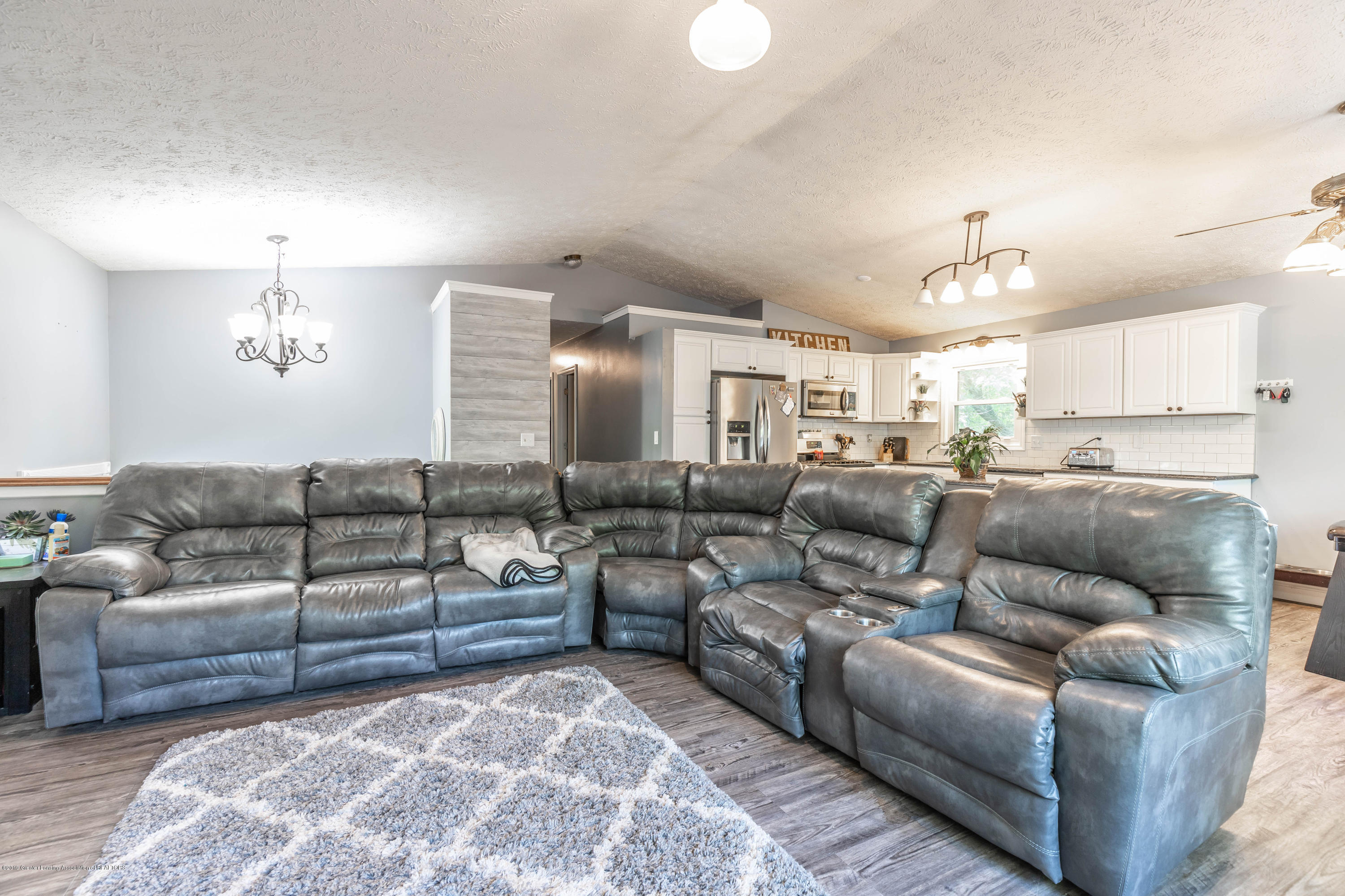 9290 Westchester Dr - Living Room - 4