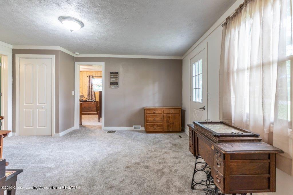 2740 Carter Rd - Family Room - 16