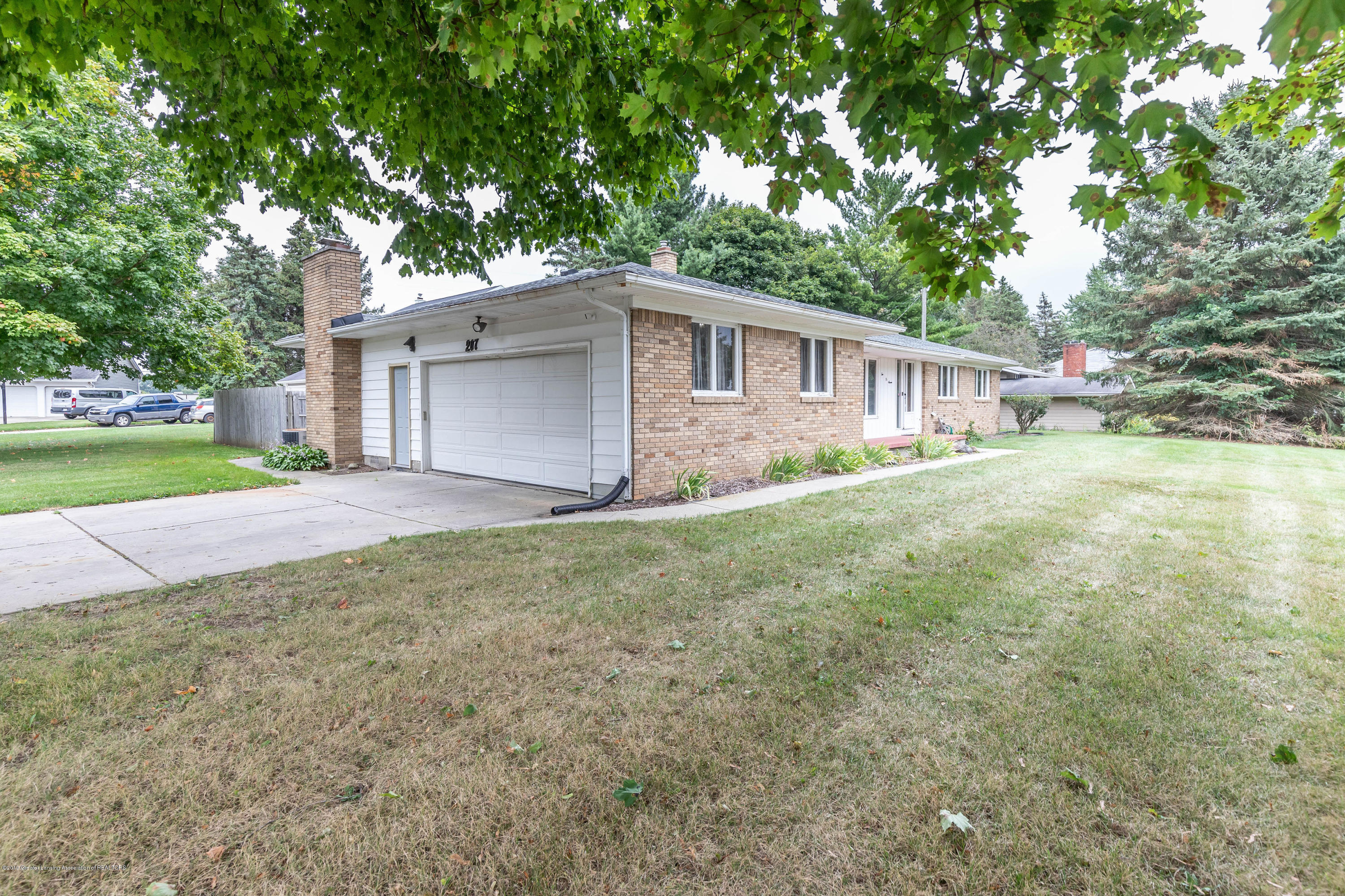 207 Chanticleer Trail - chantfront(1of1) - 2