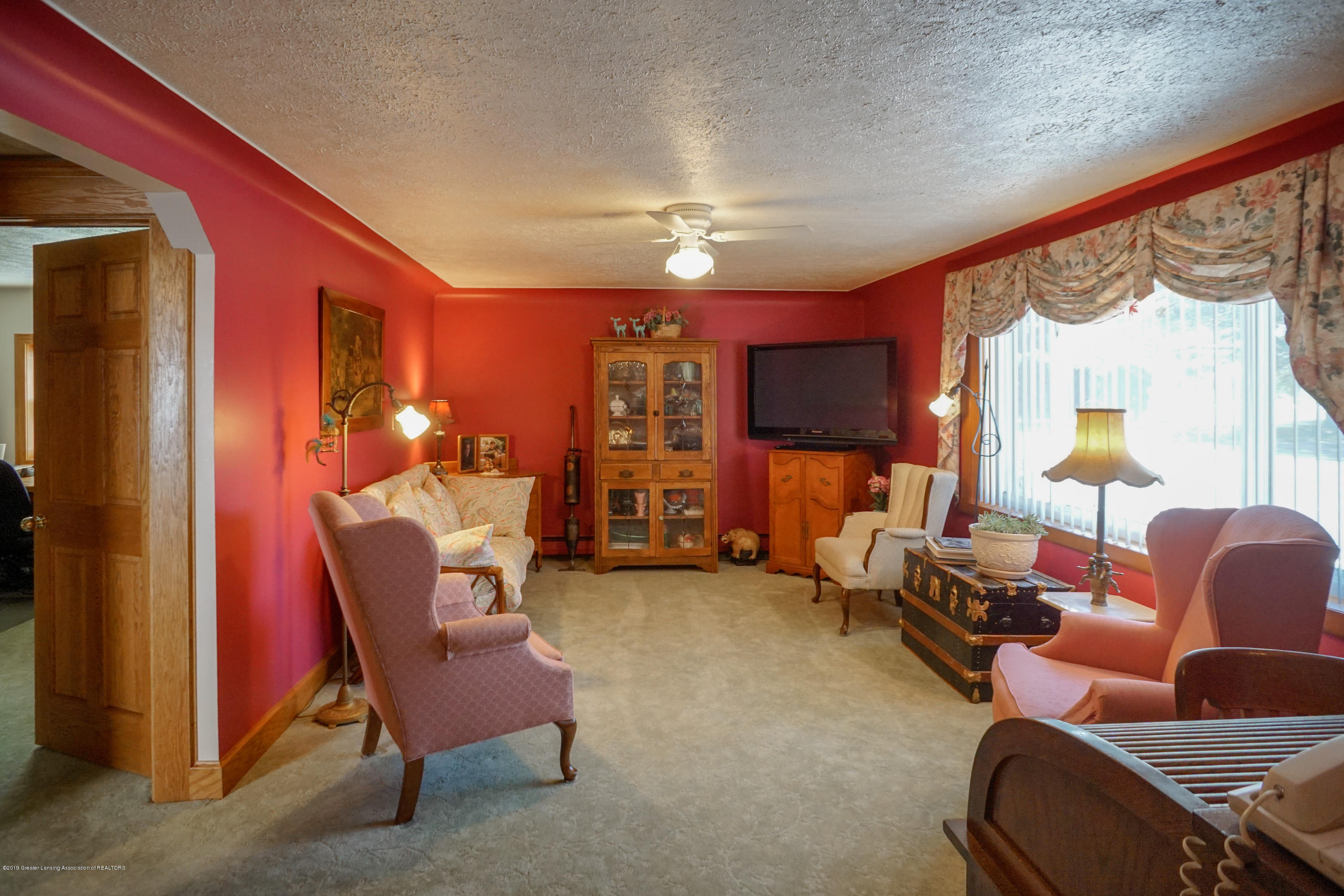 1133 E Grand River Ave - Livingroom - 6