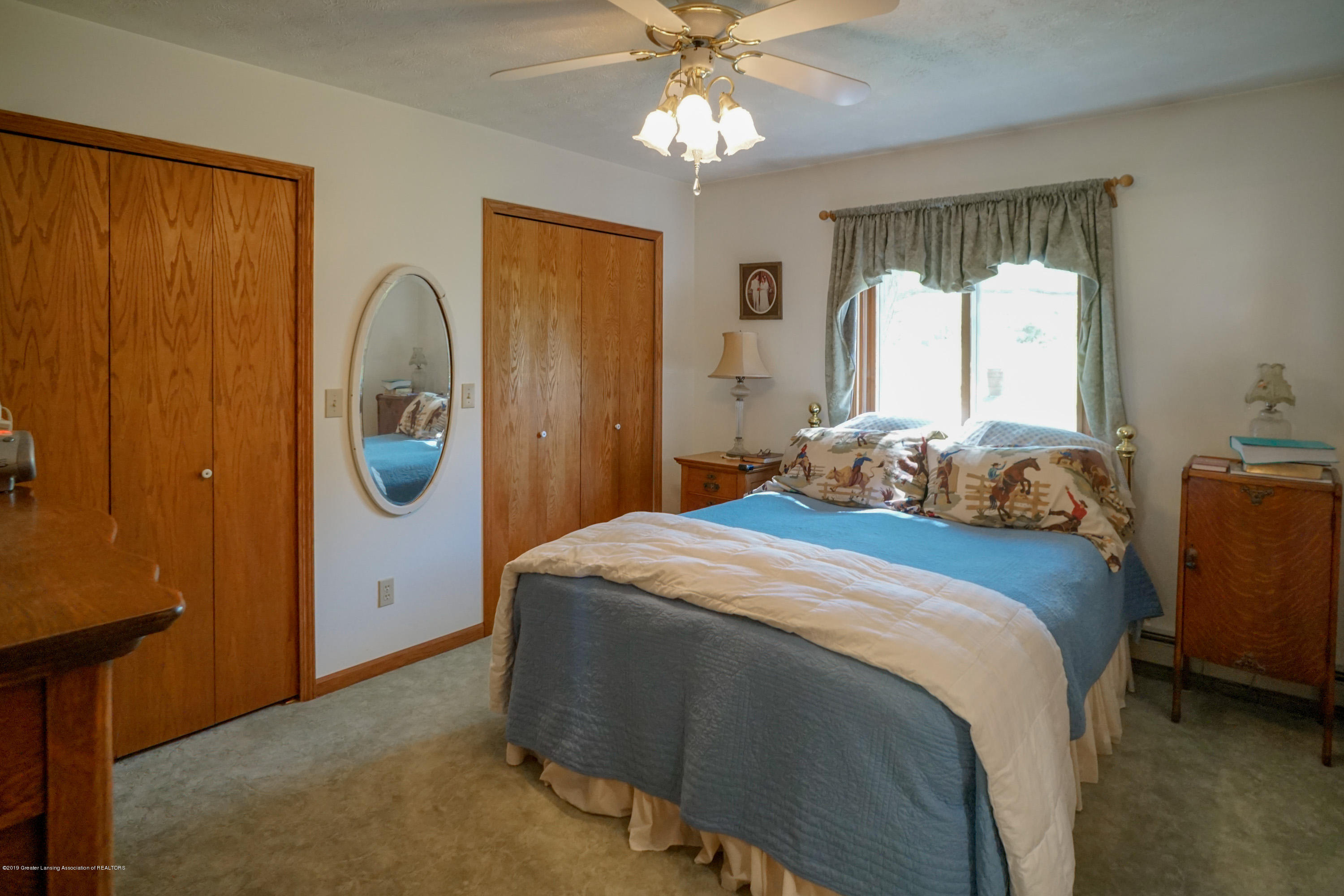 1133 E Grand River Ave - Bed - 12