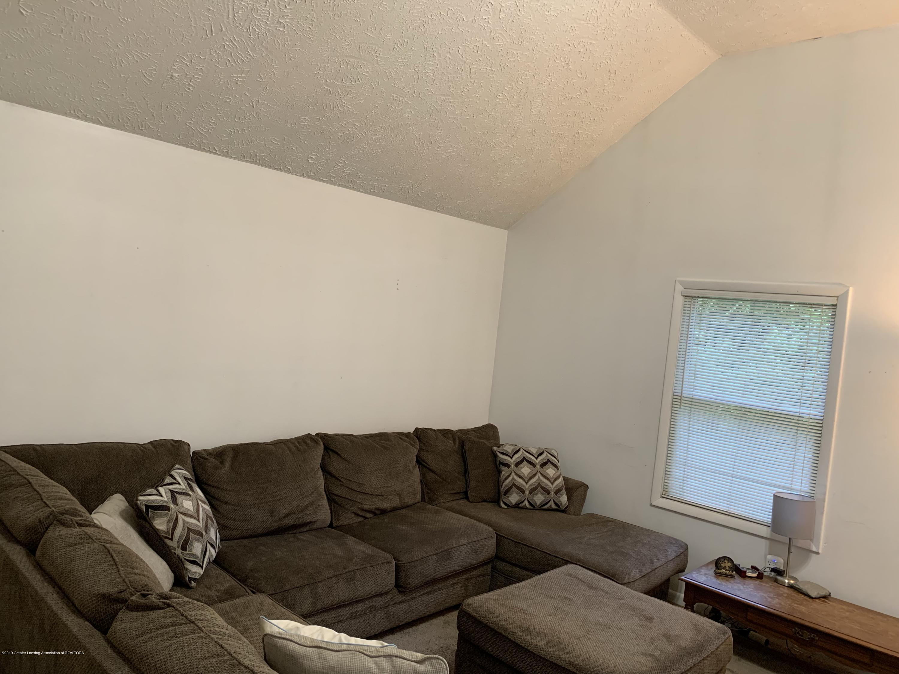 6172 Porter Ave - family room - 16