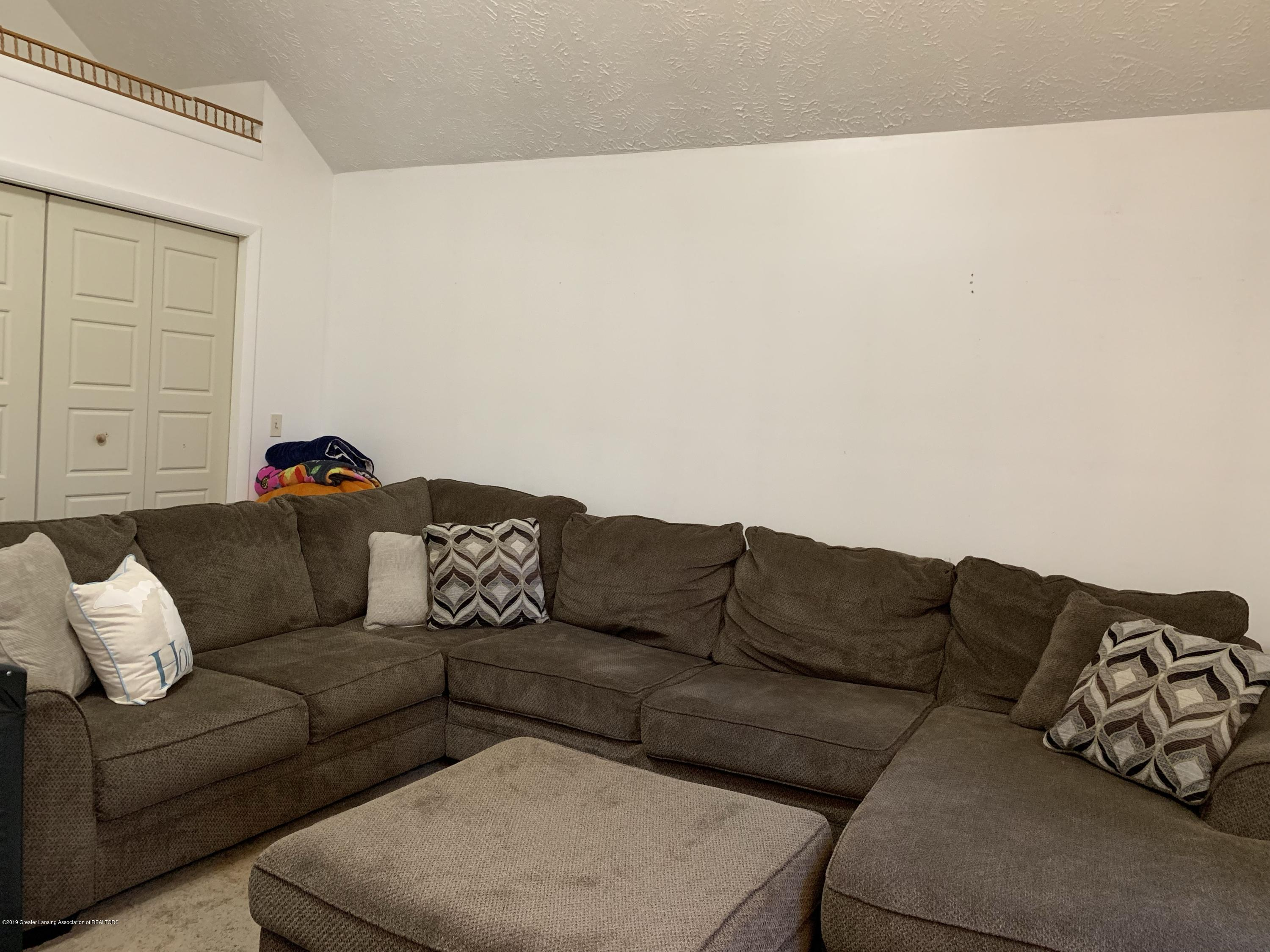 6172 Porter Ave - family room - 15