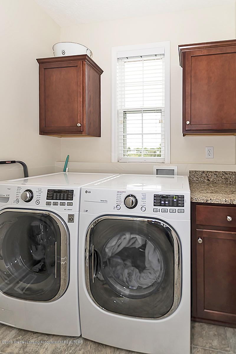 3763 Kiskadee Dr - 3763 Kiskadee has a first floor laundry. - 16