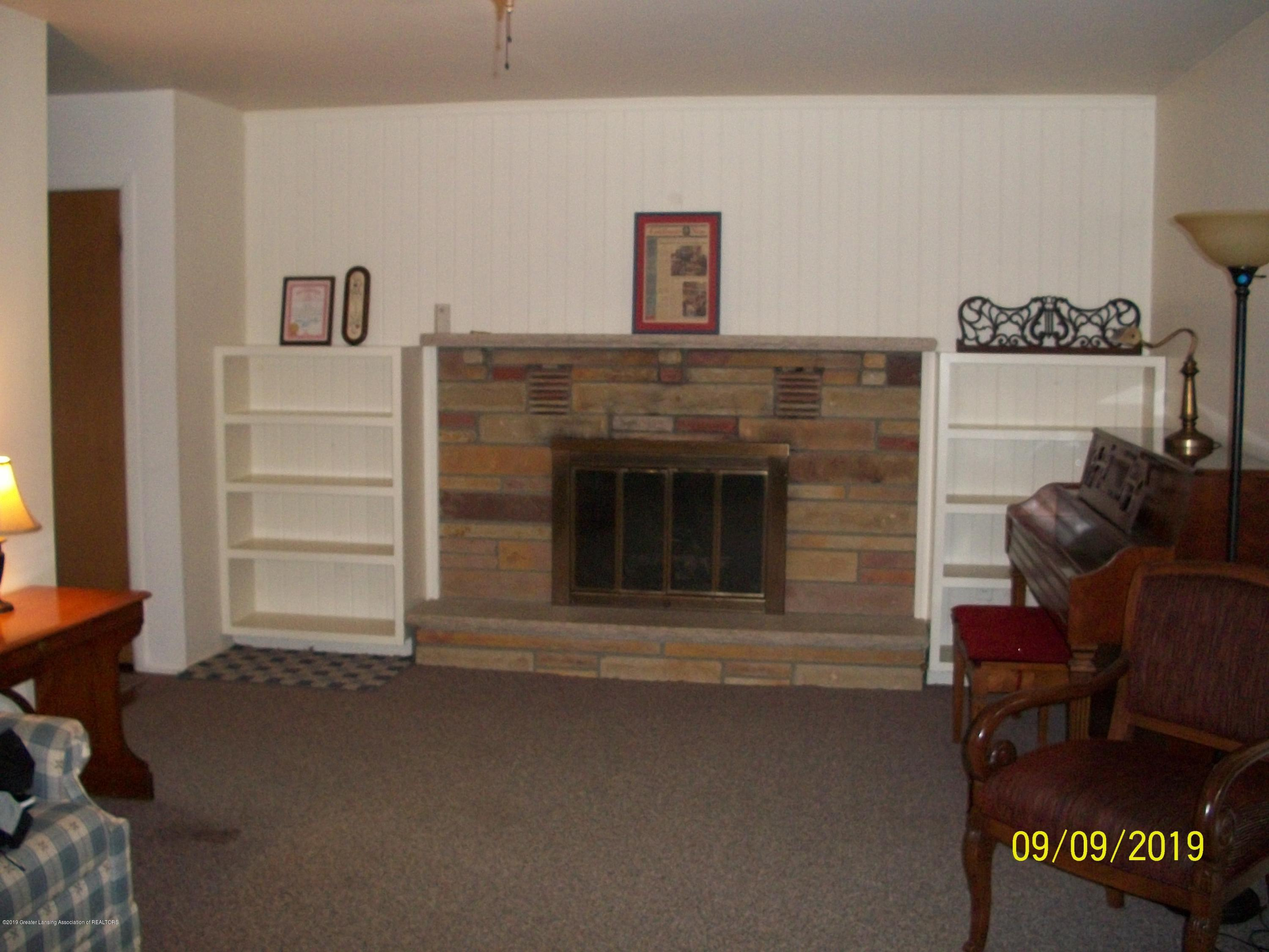 901 Gary Ct - Living Room - 10