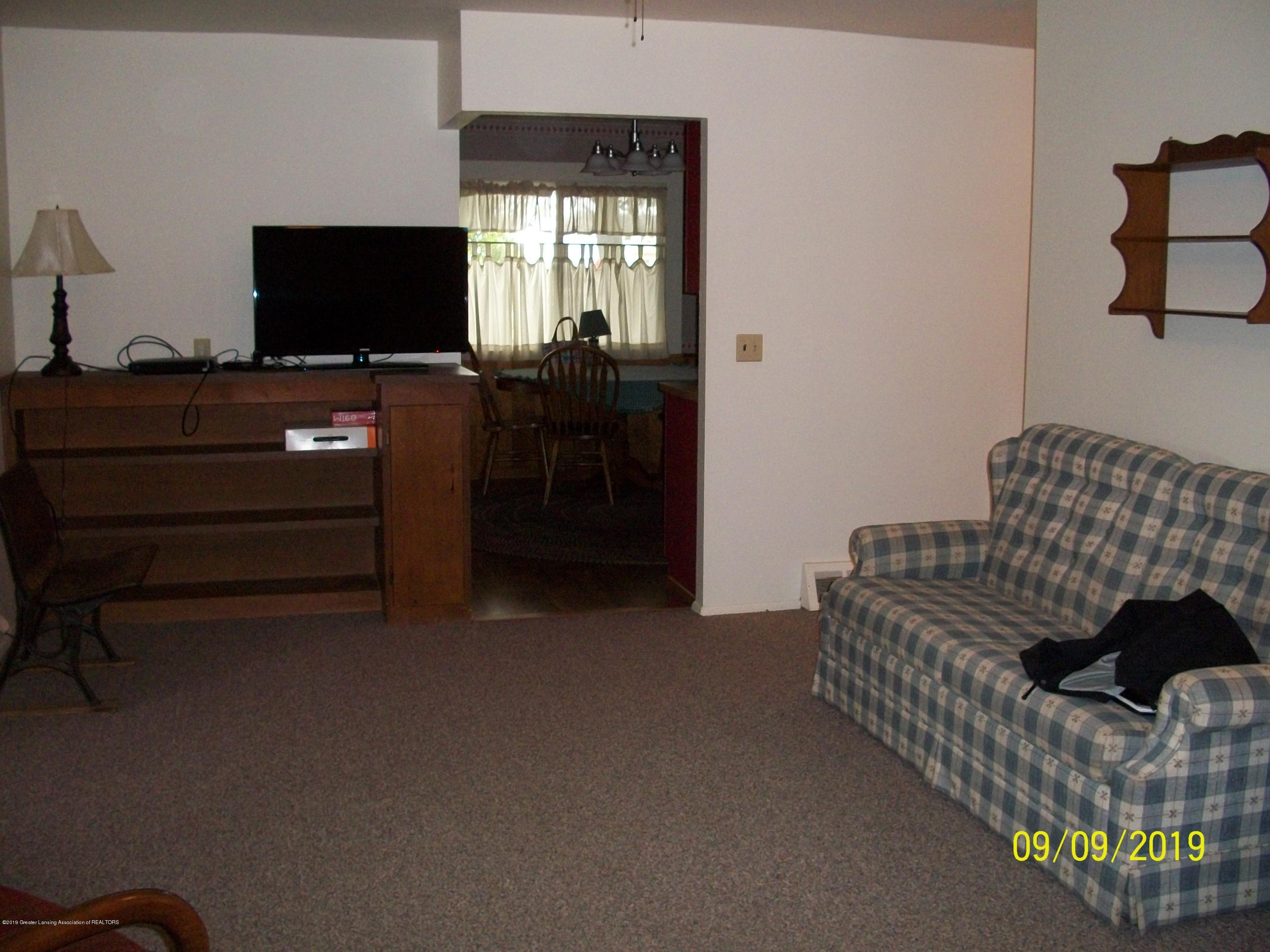 901 Gary Ct - Living Room - 11