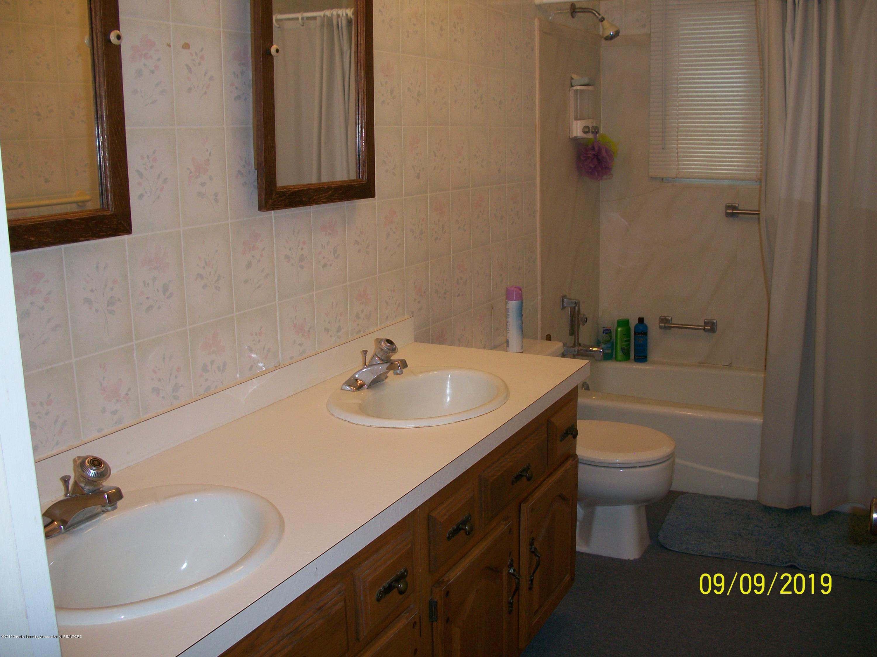 901 Gary Ct - Bathroom - 15