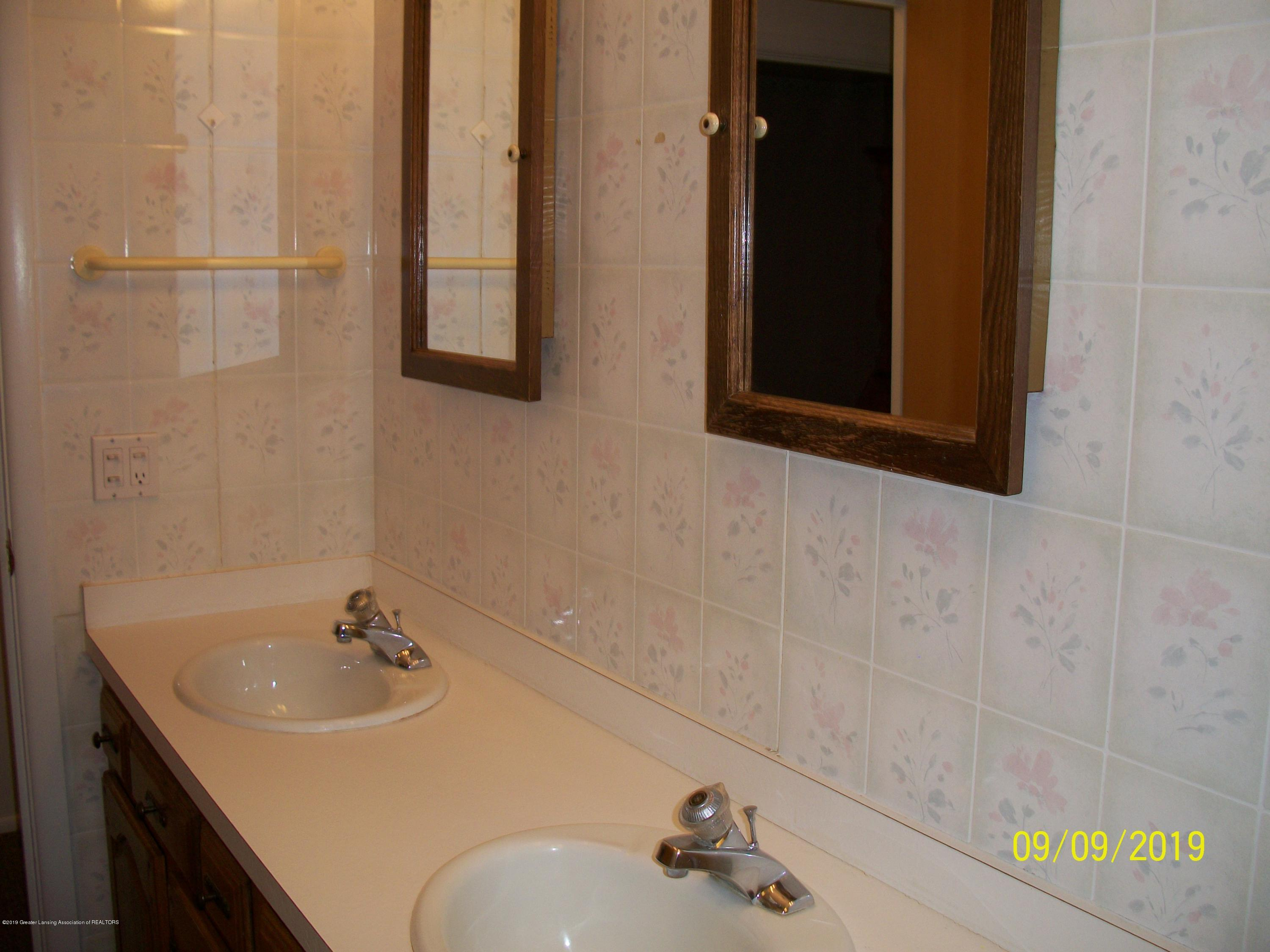 901 Gary Ct - Bathroom - 16