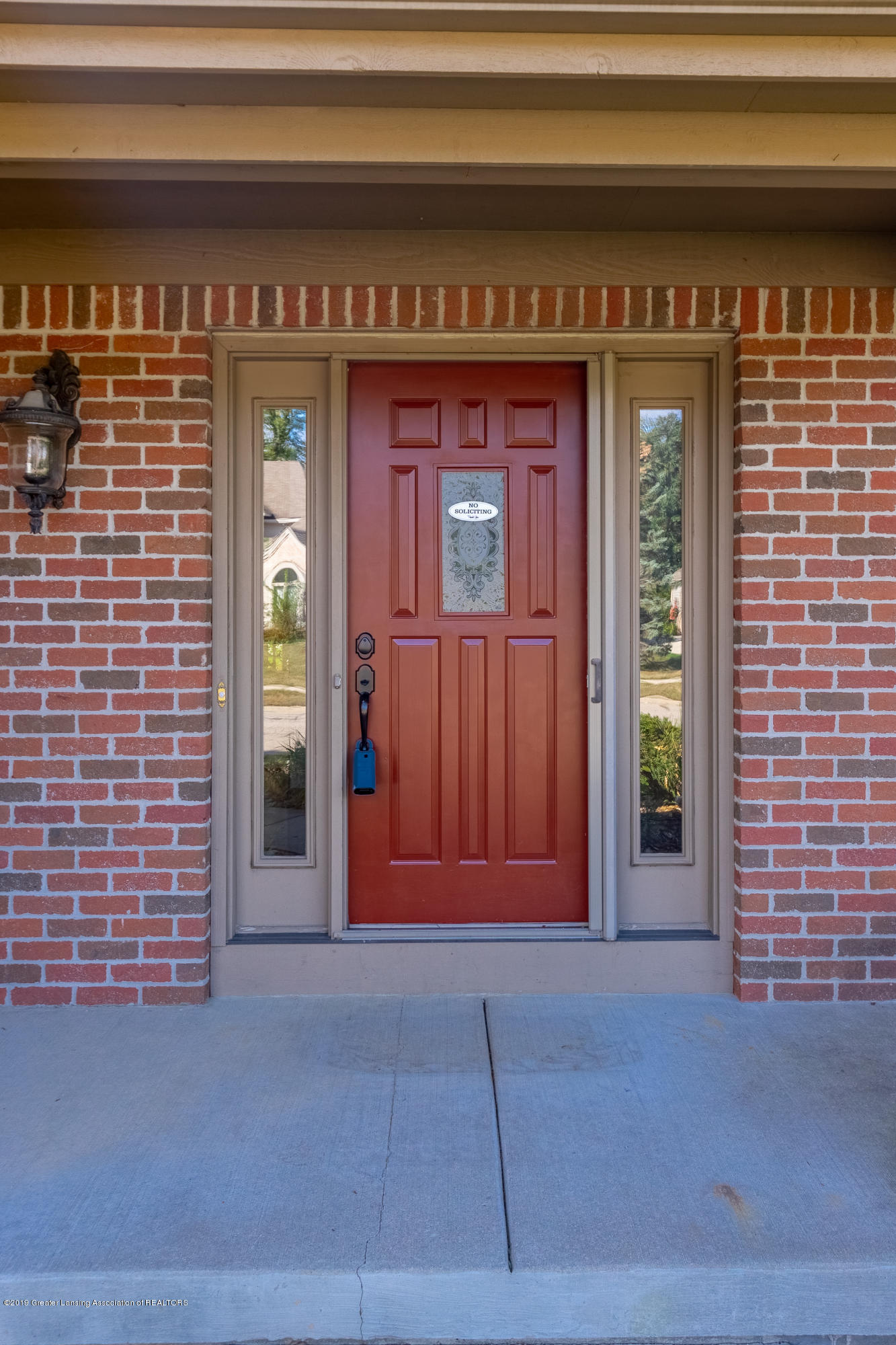 1967 Birch Bluff Dr - Front Entrance - 7