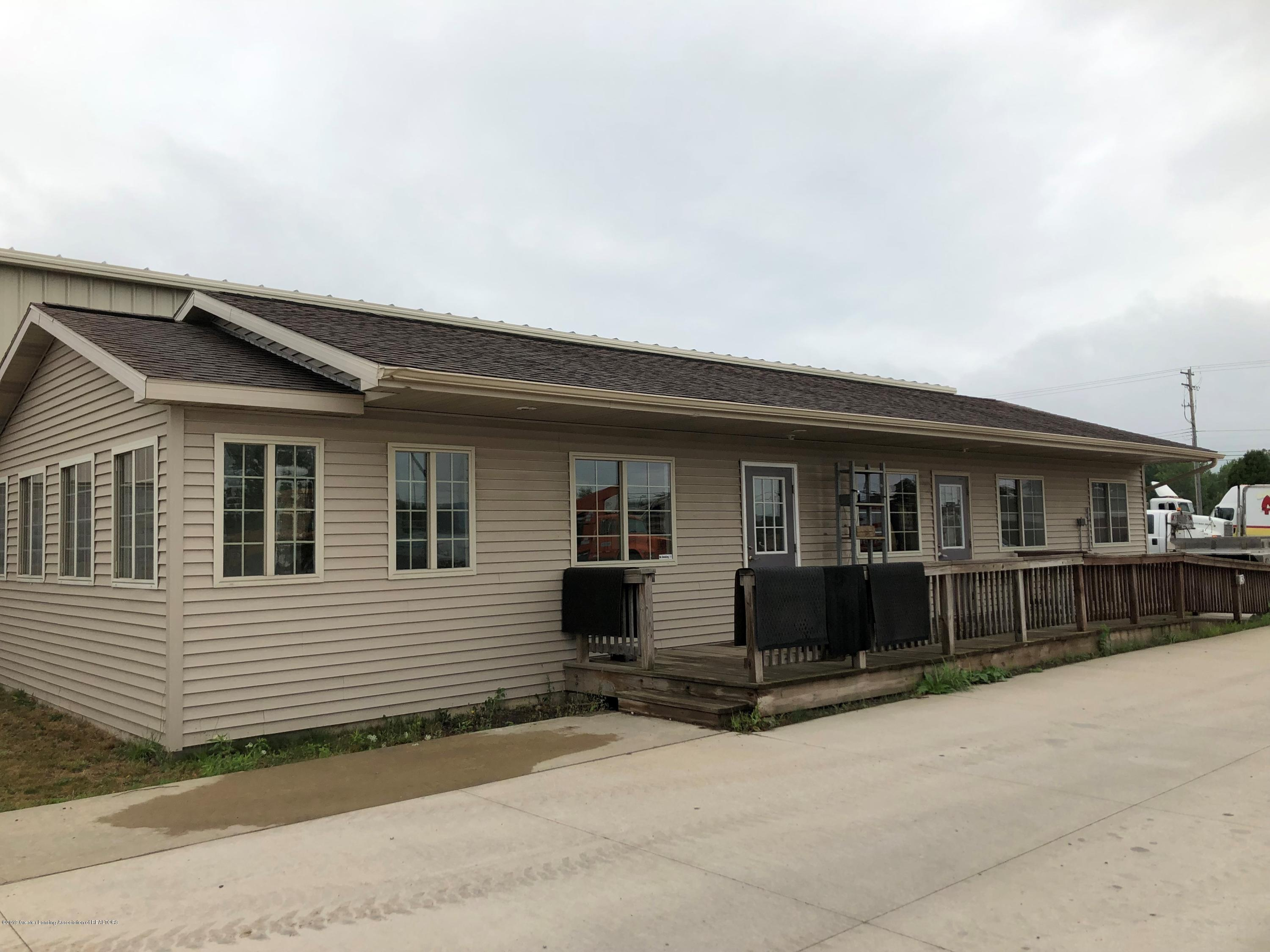 4401 S Creyts Rd - front of building - 1