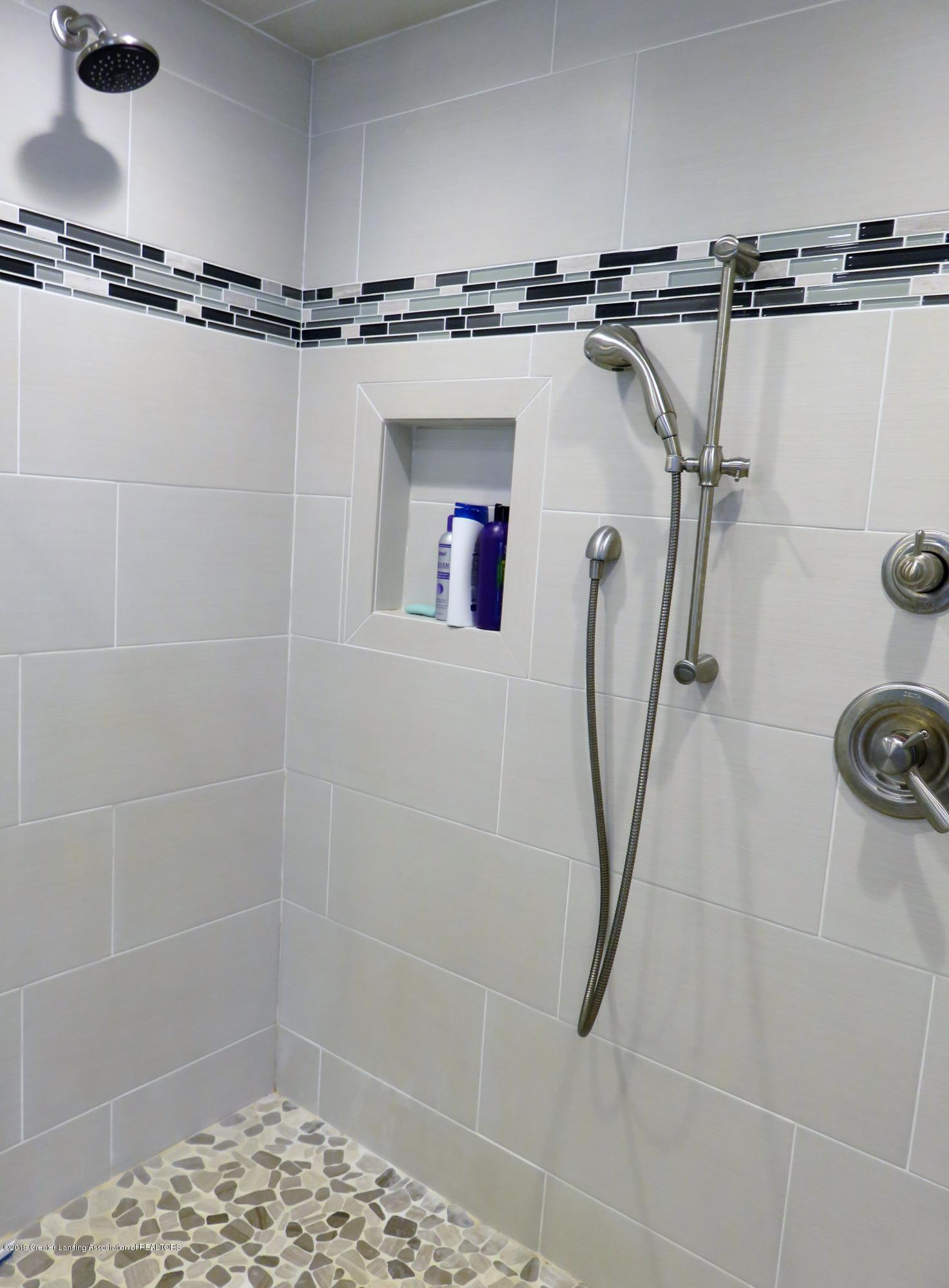 7123 E Mt Hope Hwy - Master Walk in Shower - 18