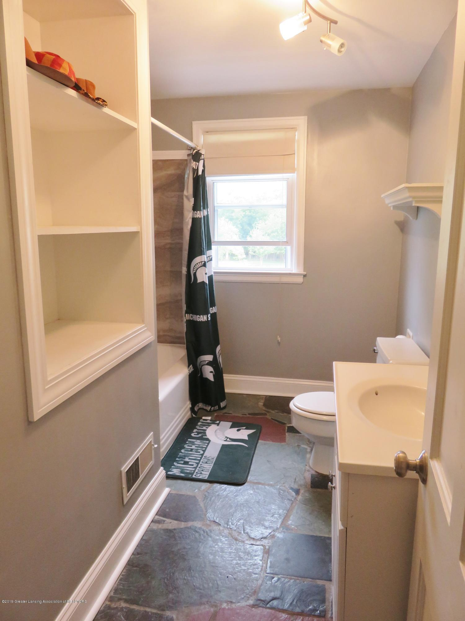 7123 E Mt Hope Hwy - 2nd Floor Full Bath - 23