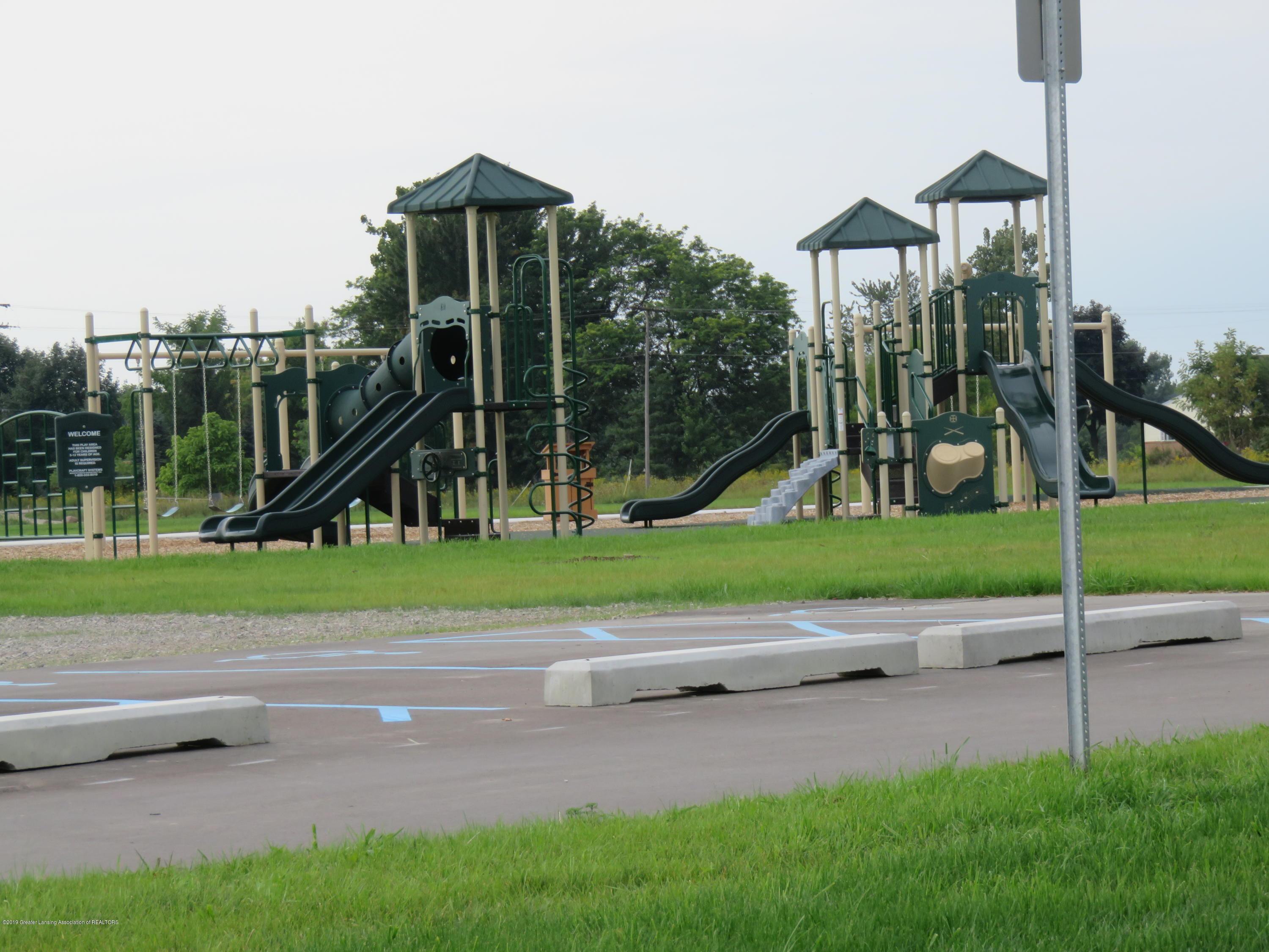 7123 E Mt Hope Hwy - Play area at the park - 40