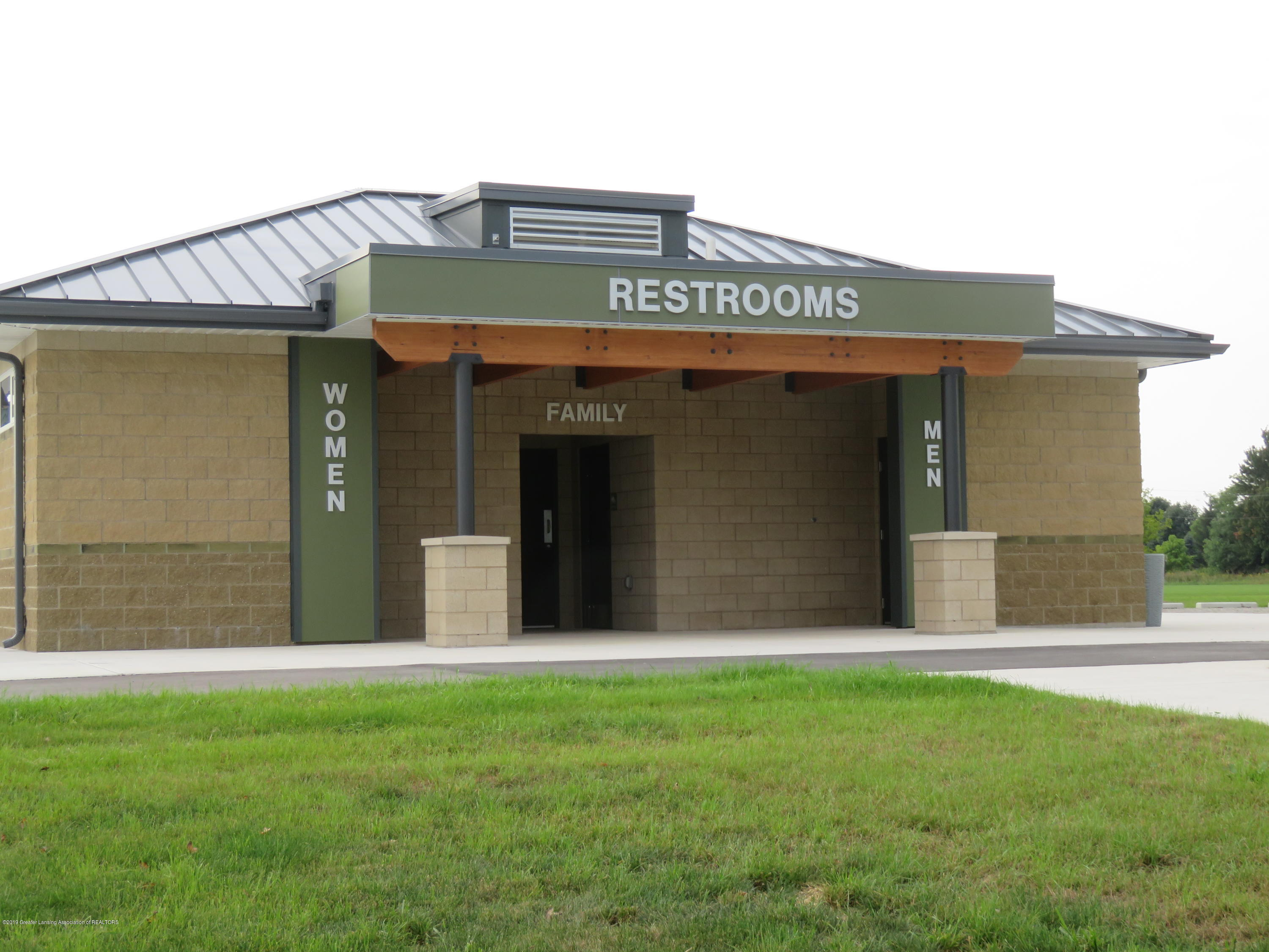 7123 E Mt Hope Hwy - Park Restrooms - 38