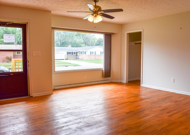 4624 Norwick St - Living Room - 11