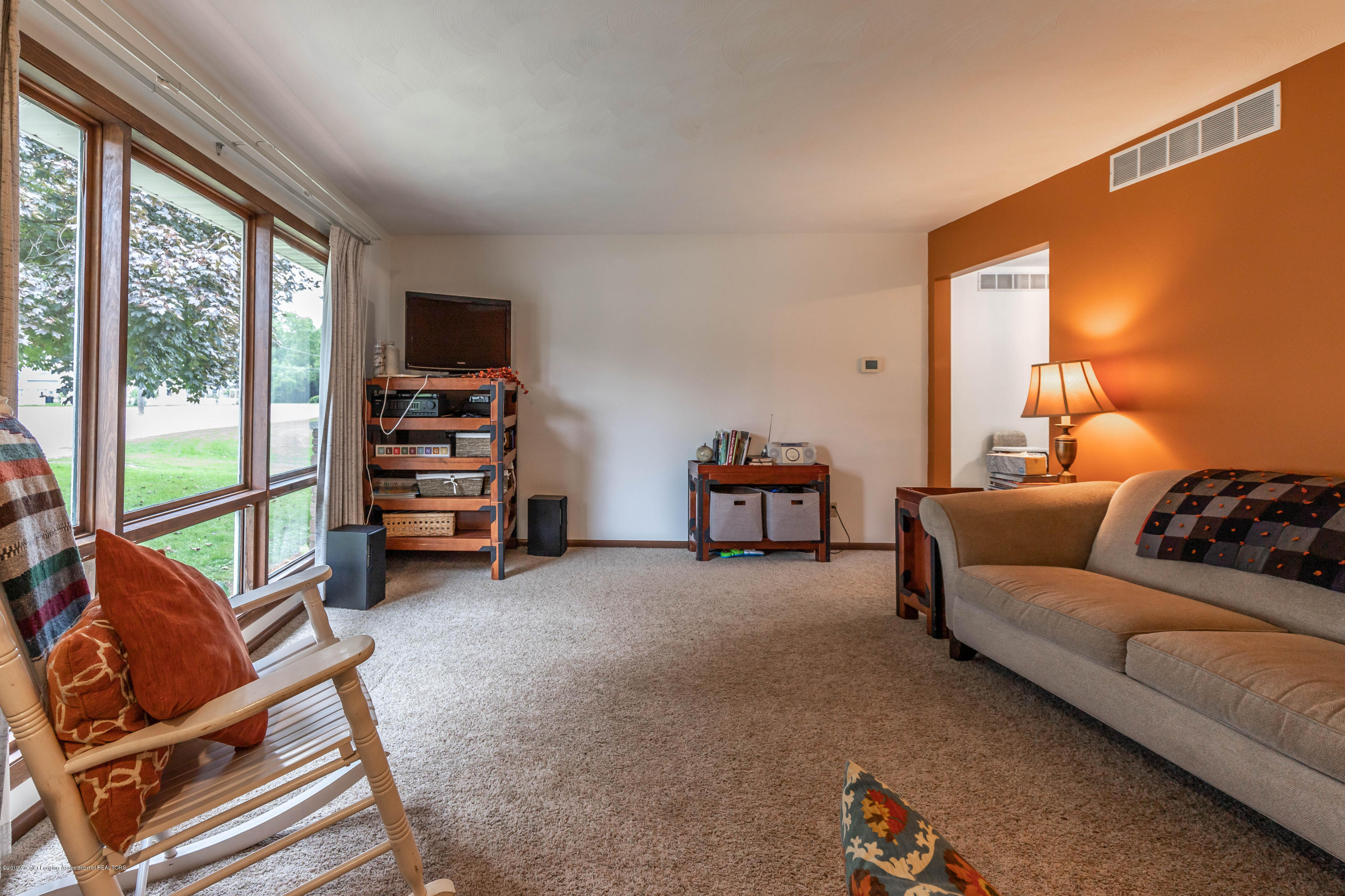 145 W Maple St - mapleliving2 (1 of 1) - 3