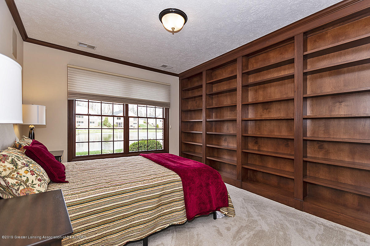 6149 Bridgewater Cir 49 - 6149 Bridgewater 3rd bedroom with bookca - 3