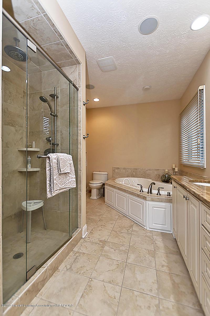 6149 Bridgewater Cir 49 - 6149 Bridgewater feat tub and shower - 15