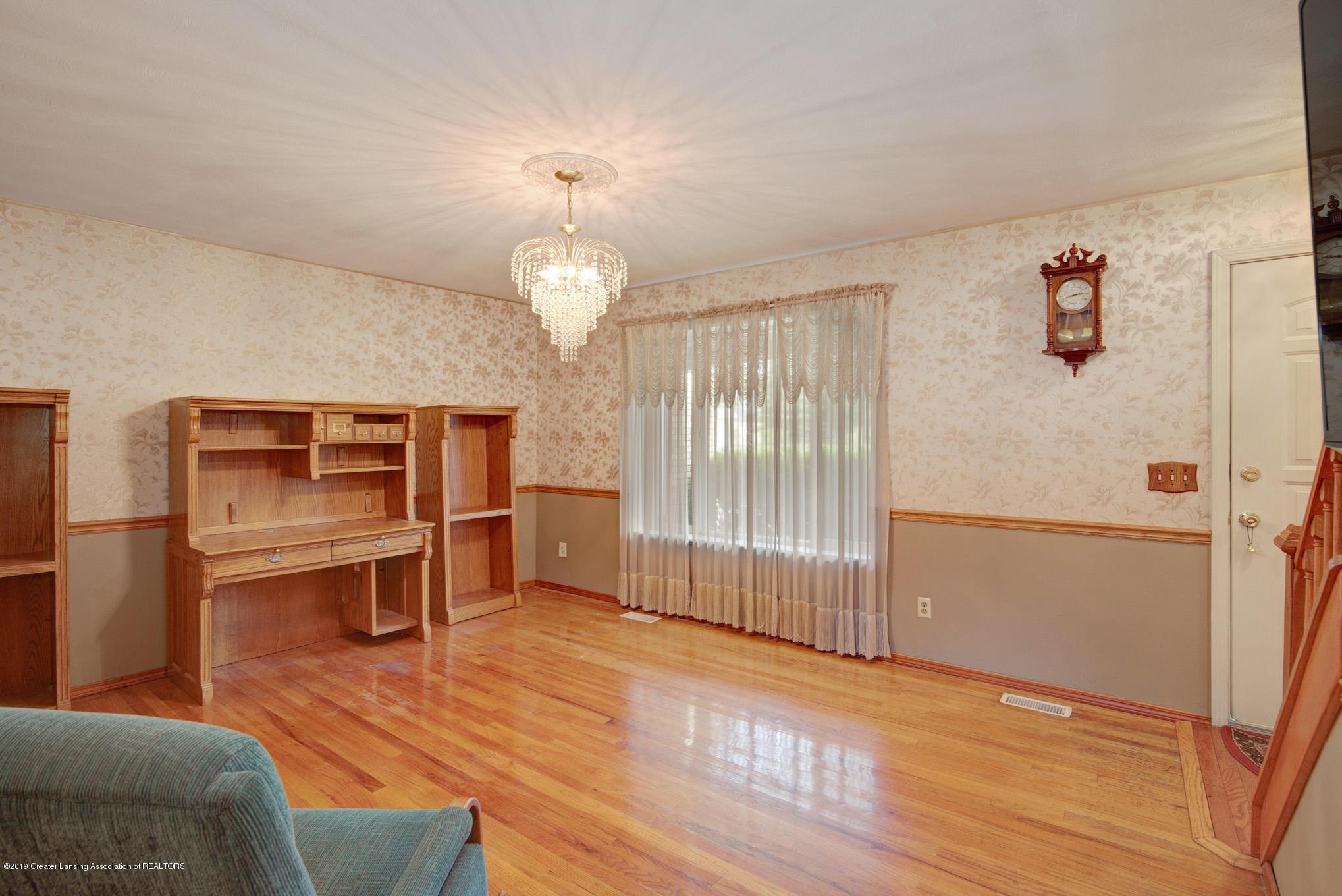 1977 Hamilton St - Living Room - 5
