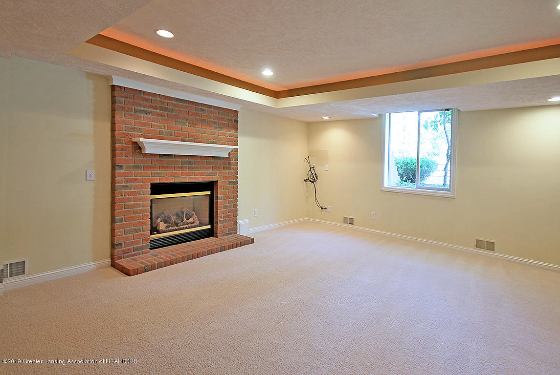 2056 Timberview Dr - Fireplace - 43
