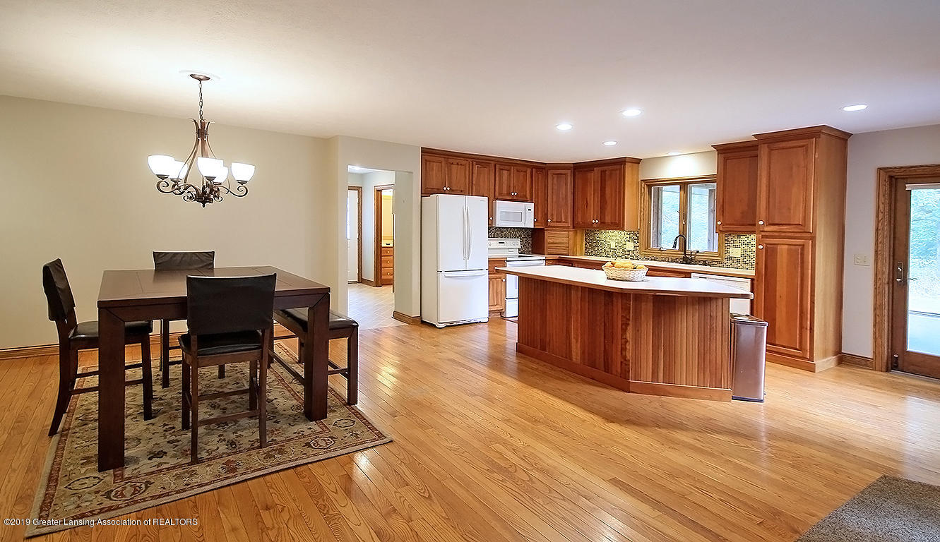 4084 Hulett Rd - Dining and Kitchen - 10